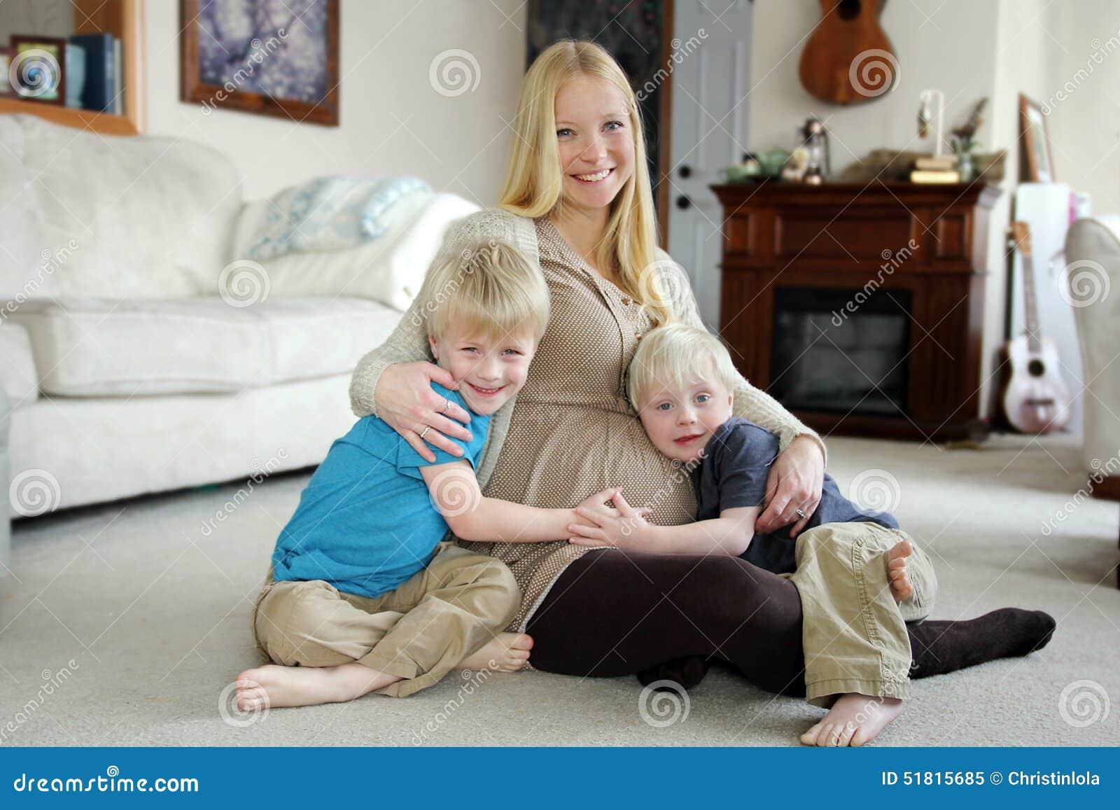 Kirsten Und Ihre Zwei Freundinnen