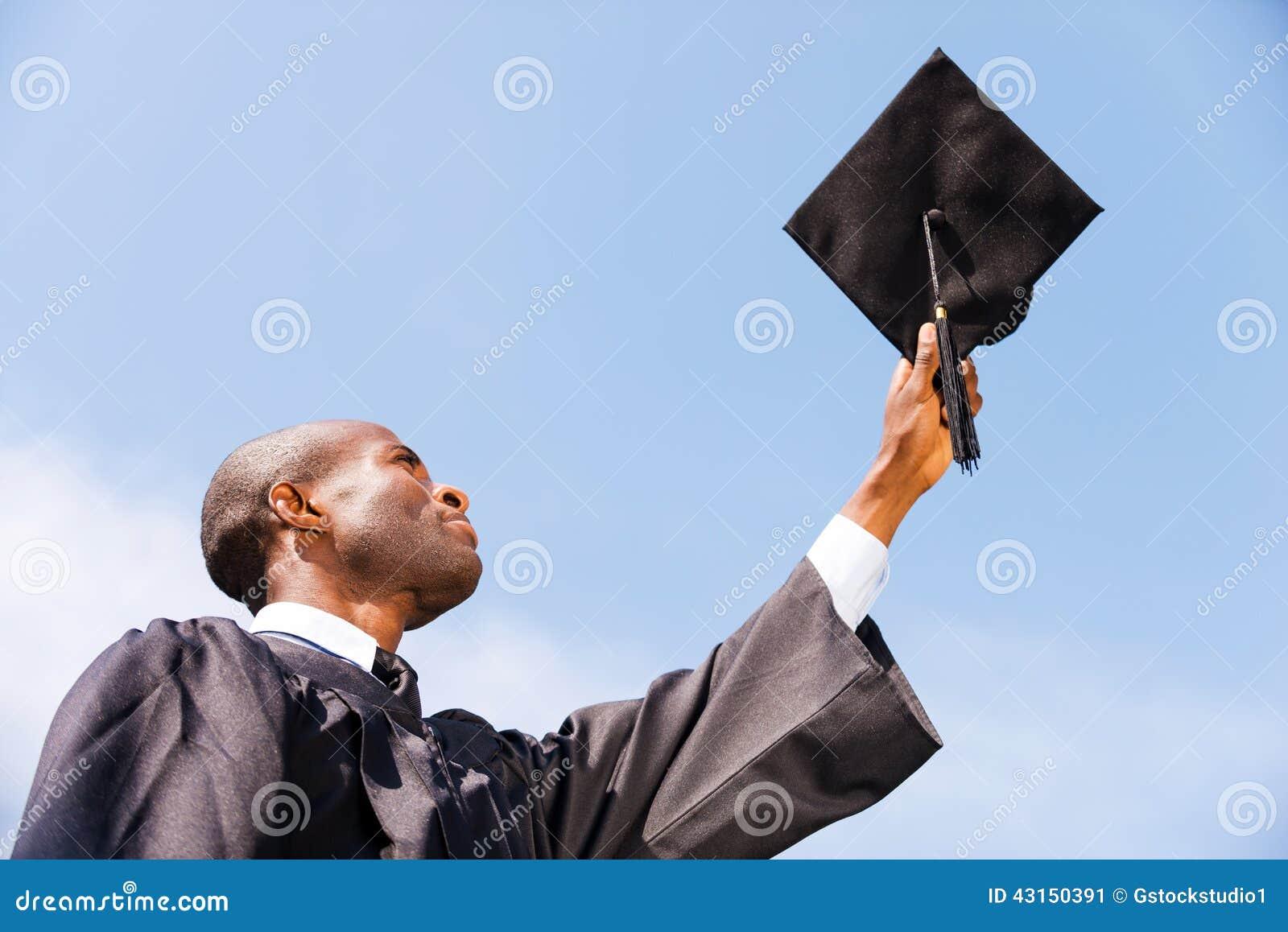 Glücklicher Absolvent