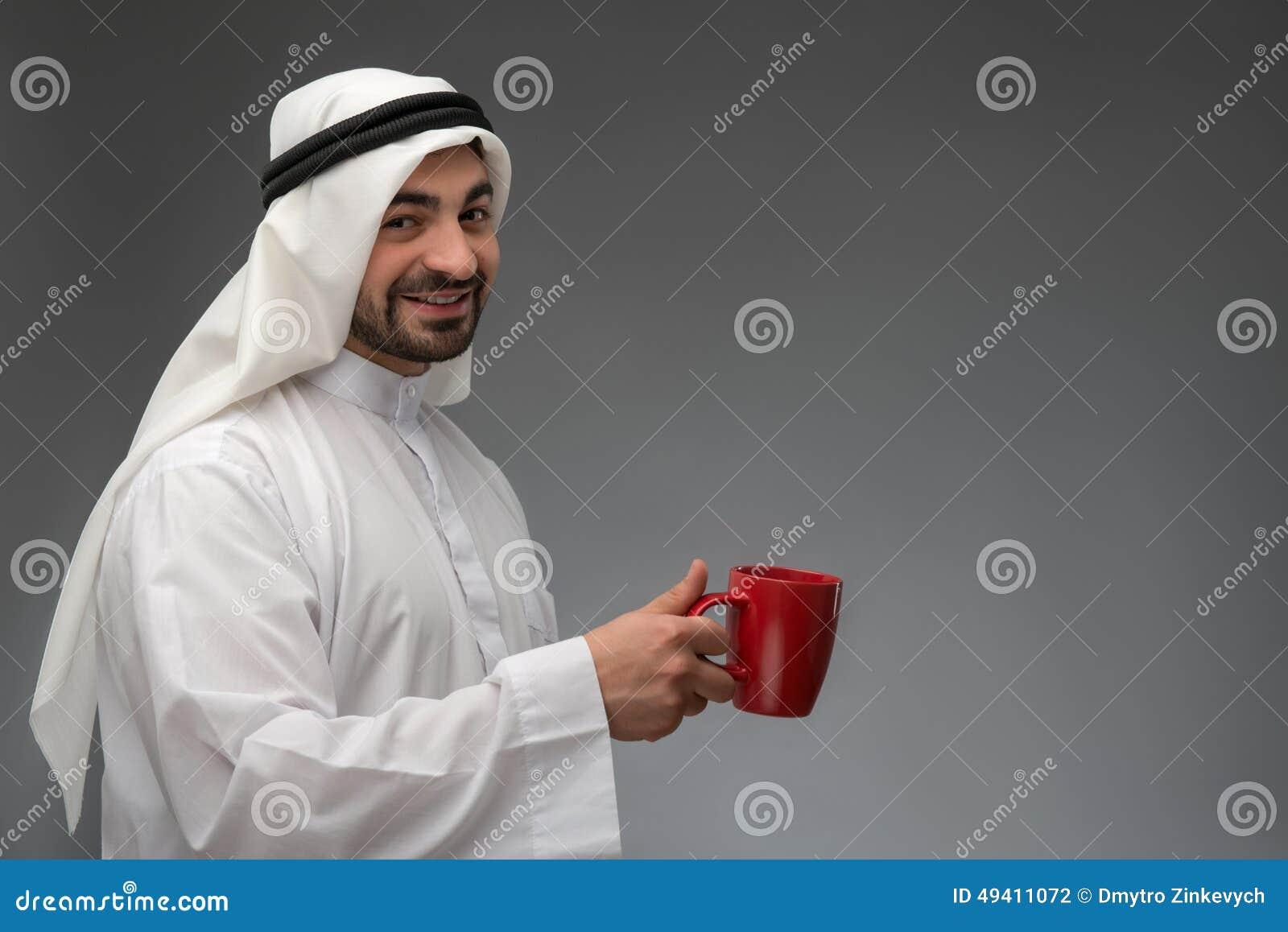Download Glücklicher Arabischer Mann, Der Kaffeepause Hat Stockfoto - Bild von kerl, getrennt: 49411072