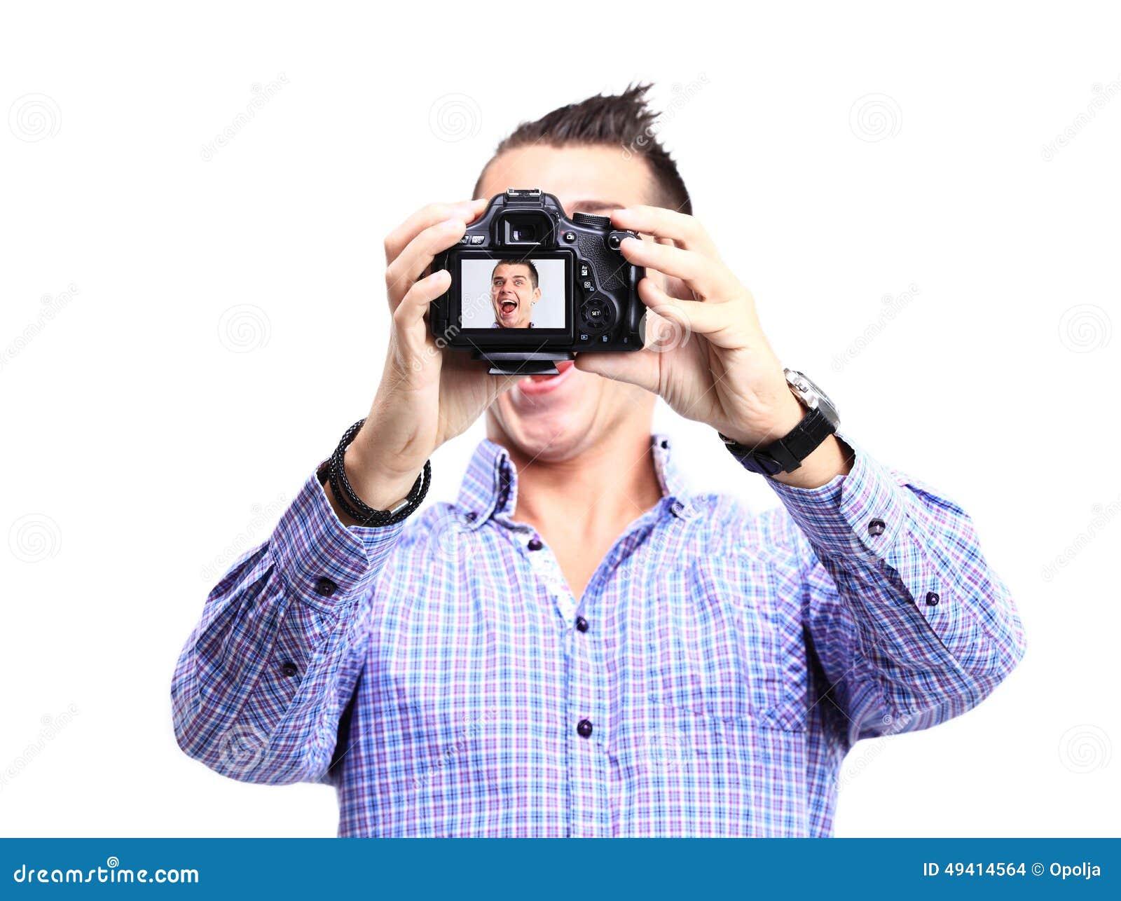 Download Glücklicher Junger Mann, Der Ein Selfie Foto Macht Stockfoto - Bild von blau, schauen: 49414564