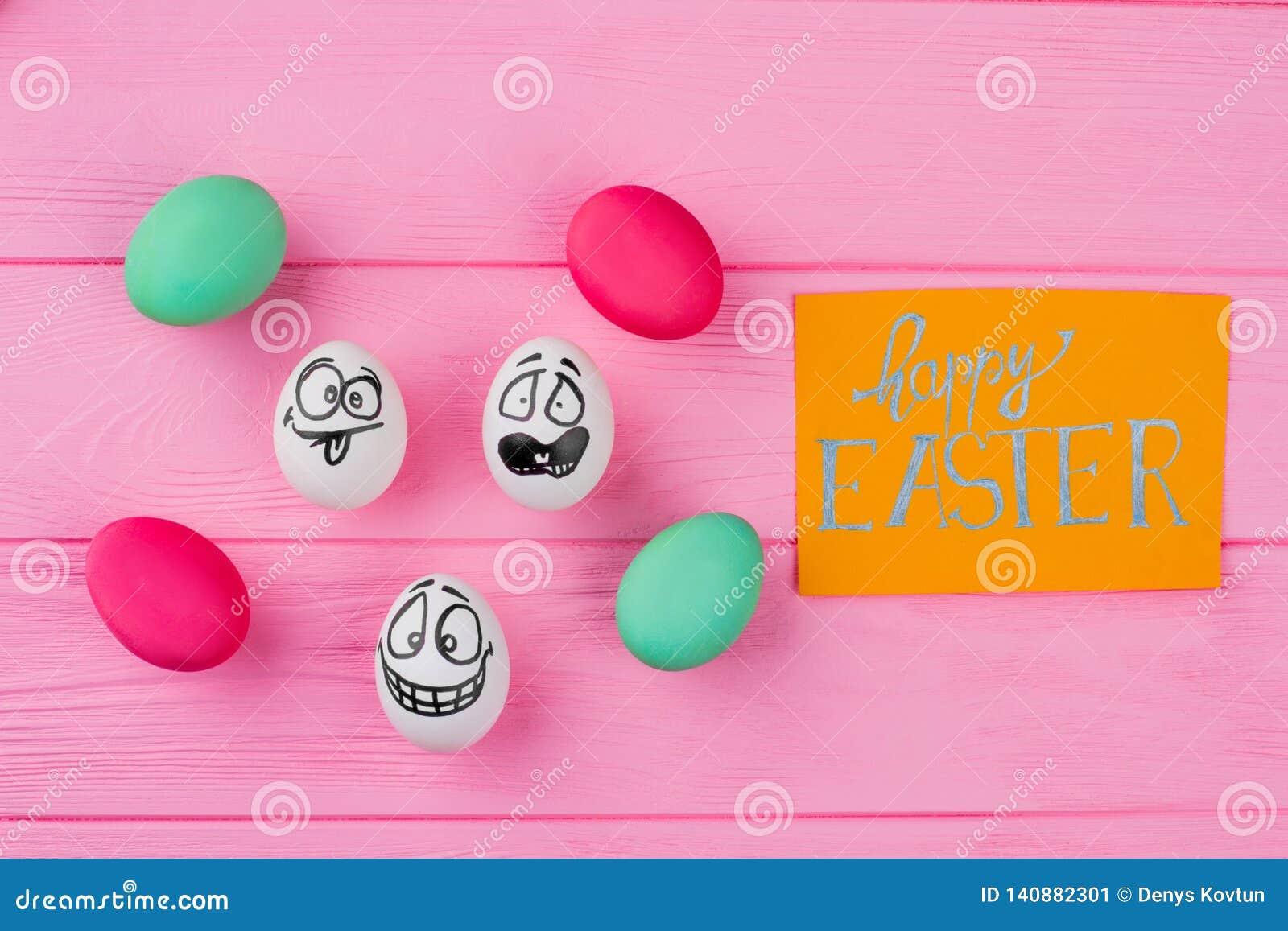 Glücklicher Ostern-Hintergrund mit verschiedenen Eiern