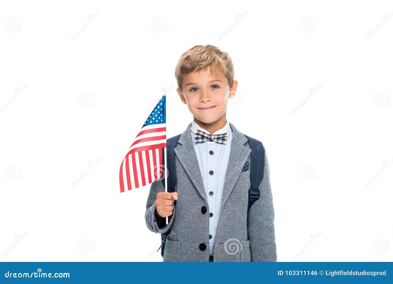 Glücklicher Schüler mit USA-Flagge