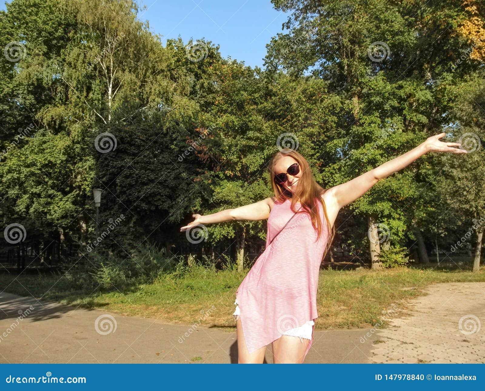 Heiße Blondine Hat Draußen Spass