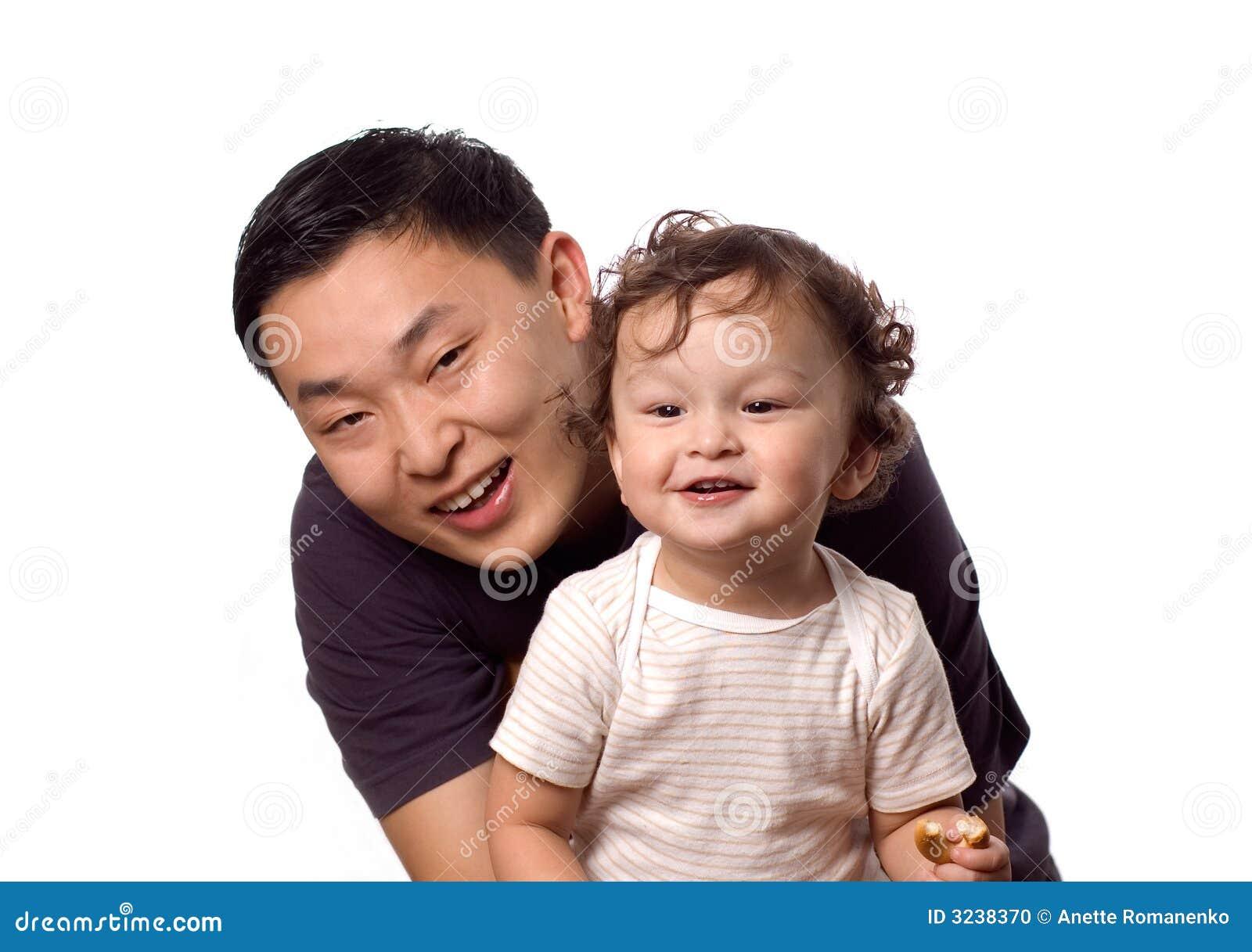 Glückliches Schätzchen mit Vater.