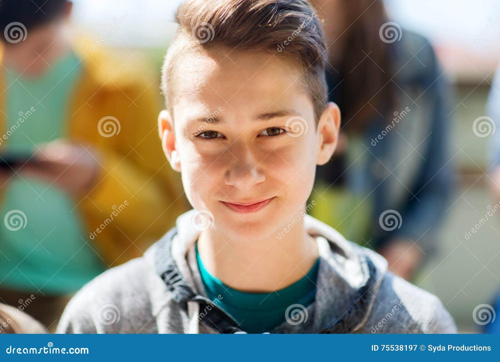 Glückliches Teenagergesicht