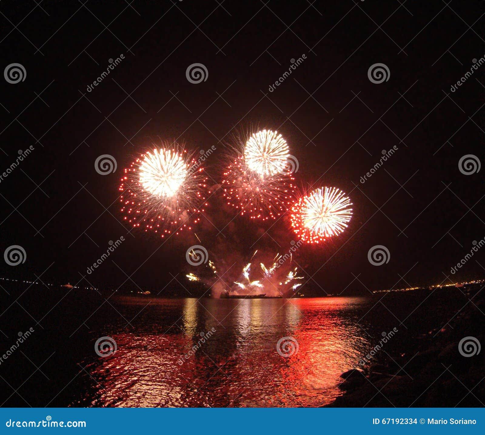 Glühendes Feuerwerk
