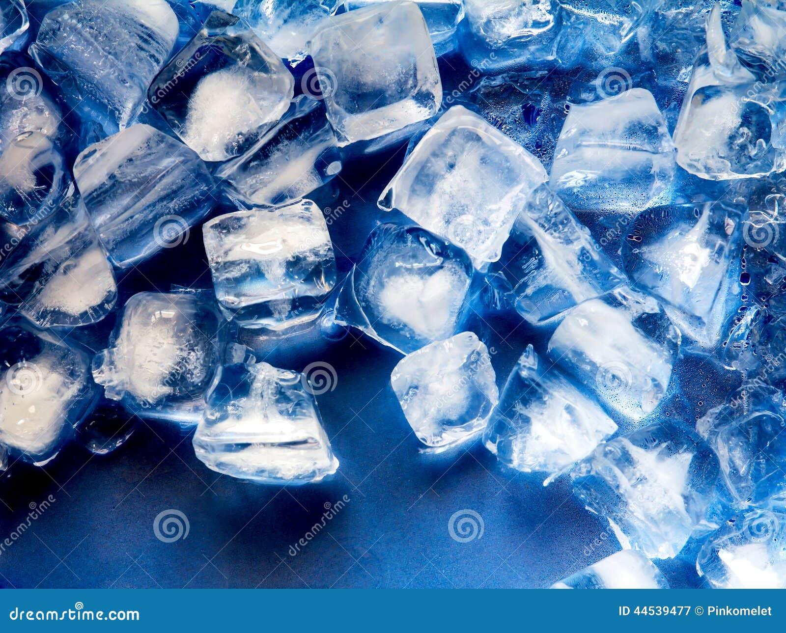 gla on sur le plateau bleu en plastique photo stock image 44539477. Black Bedroom Furniture Sets. Home Design Ideas