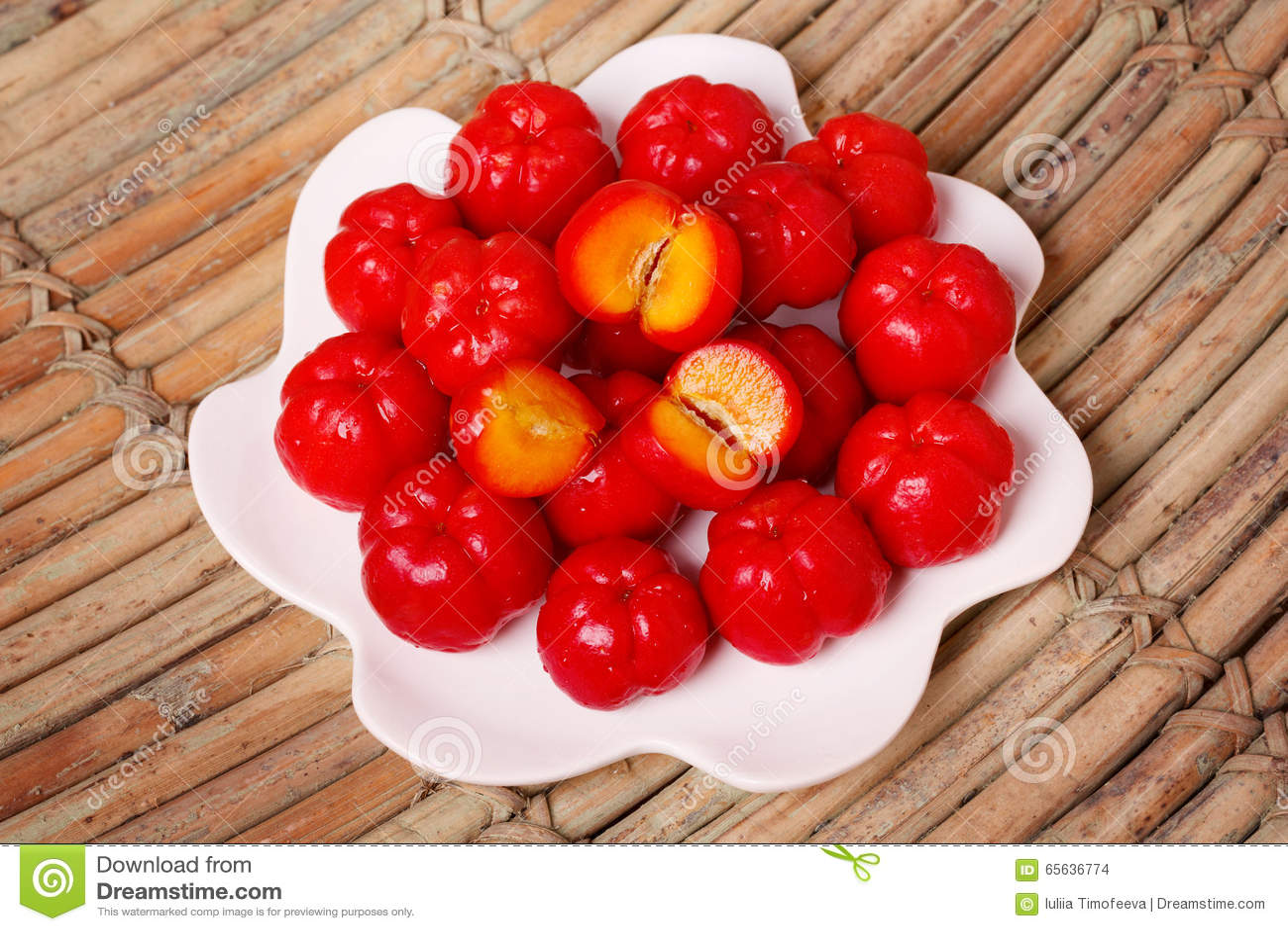 Glabra de malpighie (acerola rouge), fruit tropical