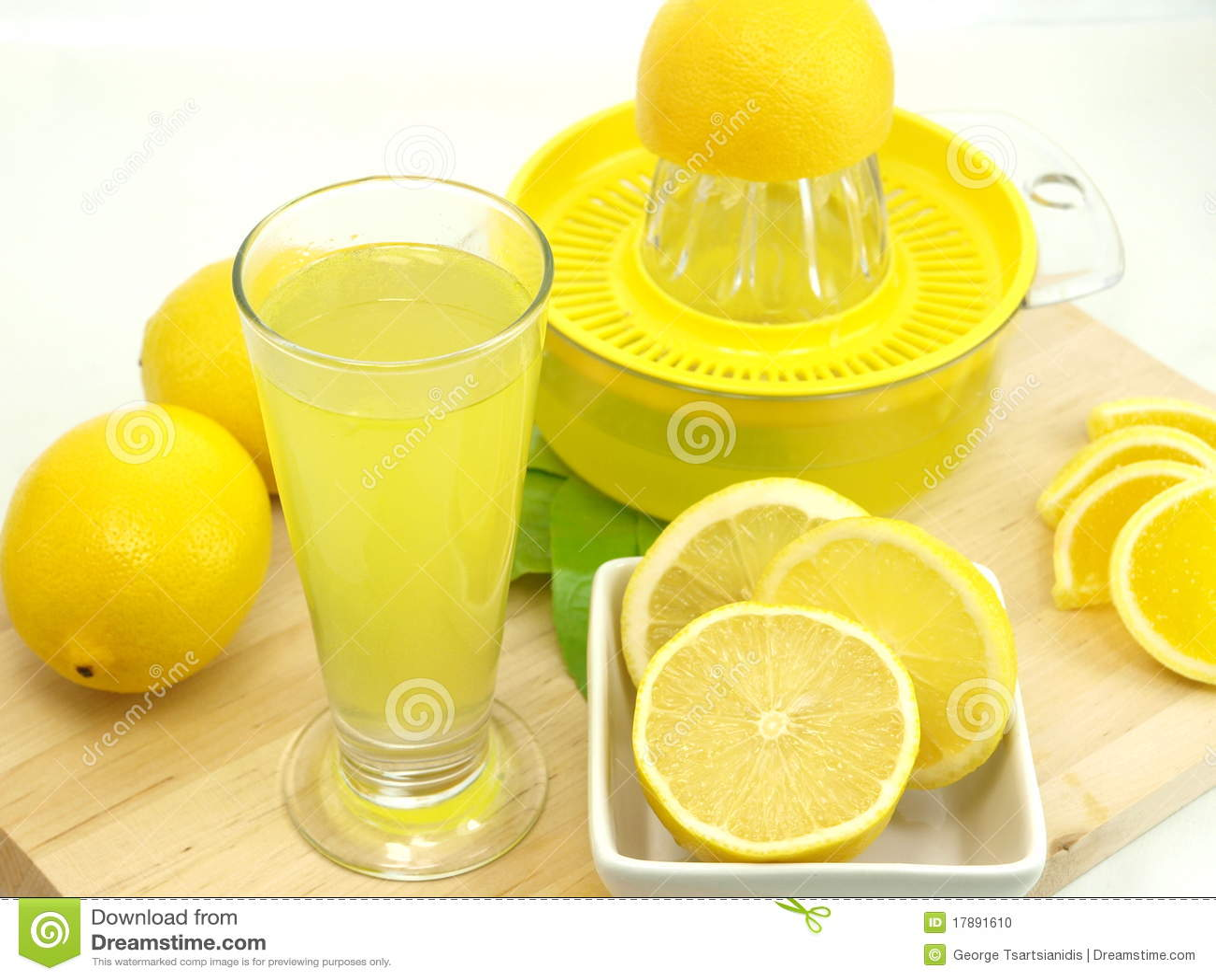 glace d 39 un jus de citron frais photo stock image 17891610. Black Bedroom Furniture Sets. Home Design Ideas
