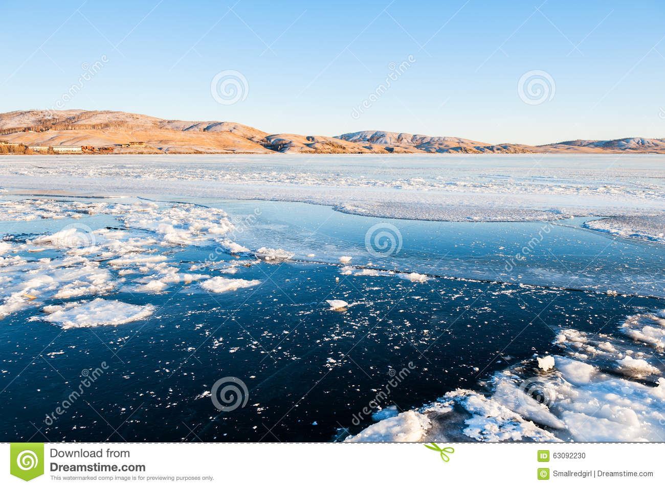Download Glace sur le lac congelé photo stock. Image du beau, bleu - 63092230