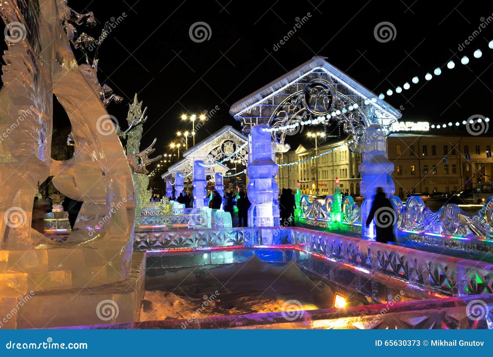 Glacez la ville avec des sculptures dans la ville d Iekaterinbourg, 2016