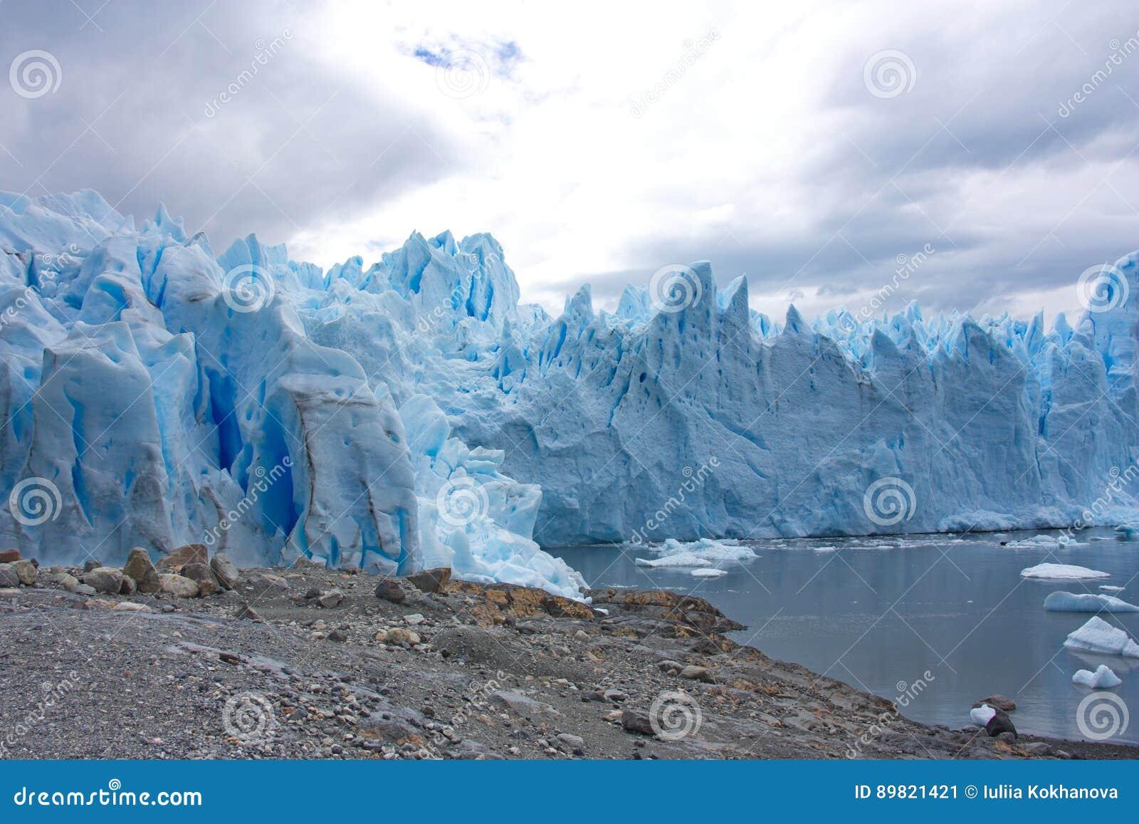 Glaciar de Perito Moreno en parque nacional del Los Glaciares en la Argentina