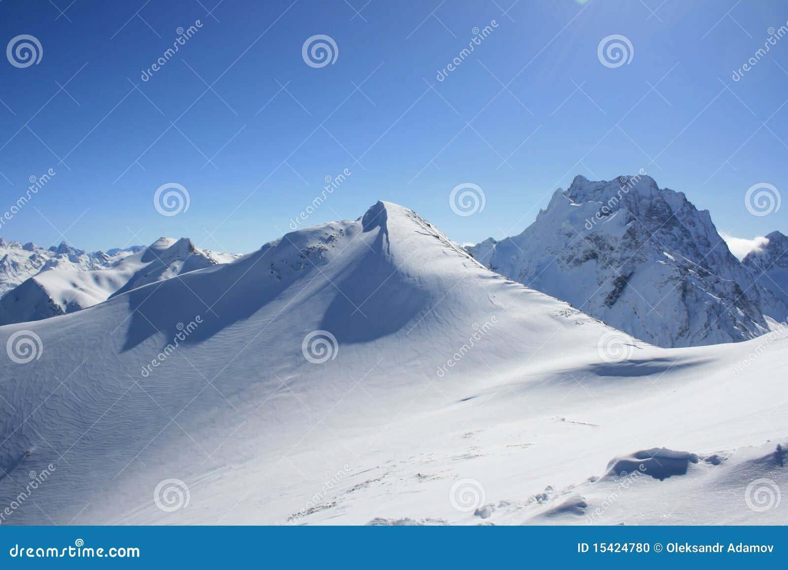 Glaciar en montañas