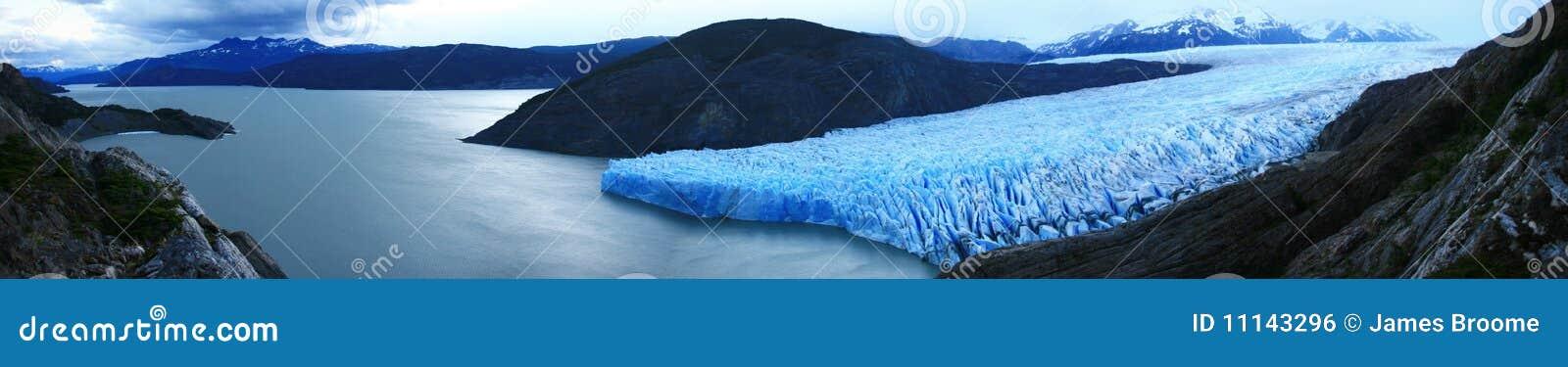 Glaciar y lago grises panorámicos, patagonia Chile