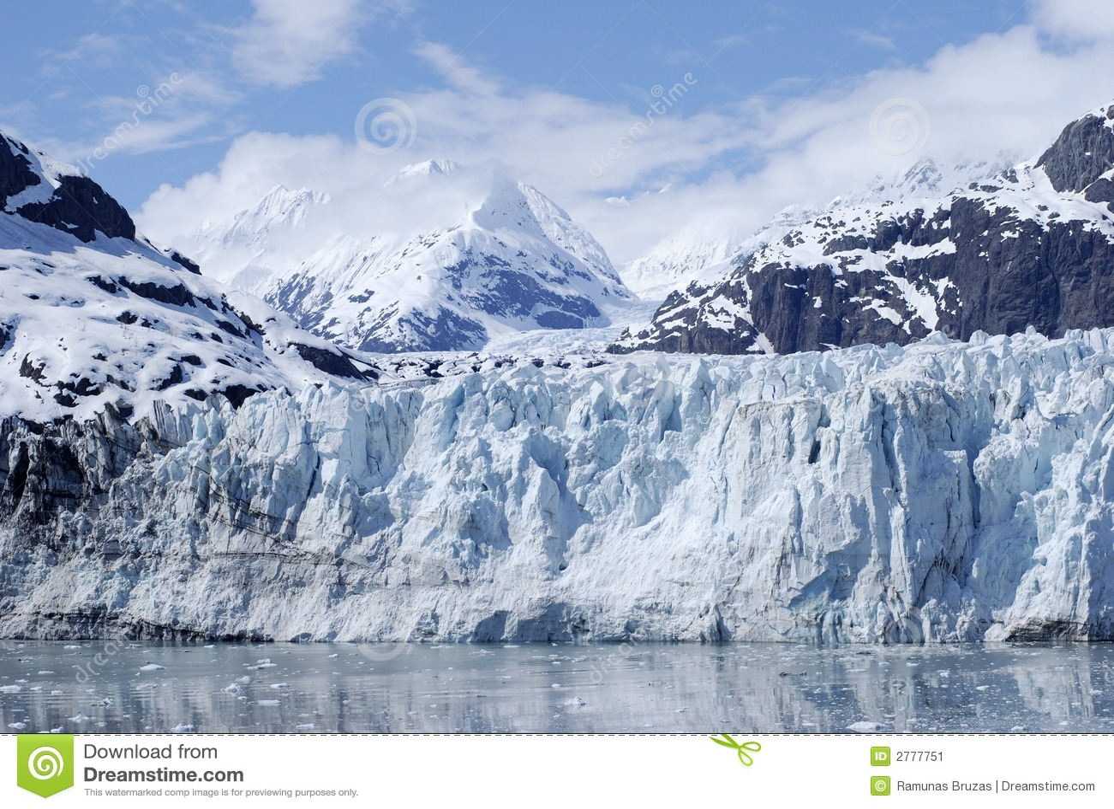 Glacier bleu profond