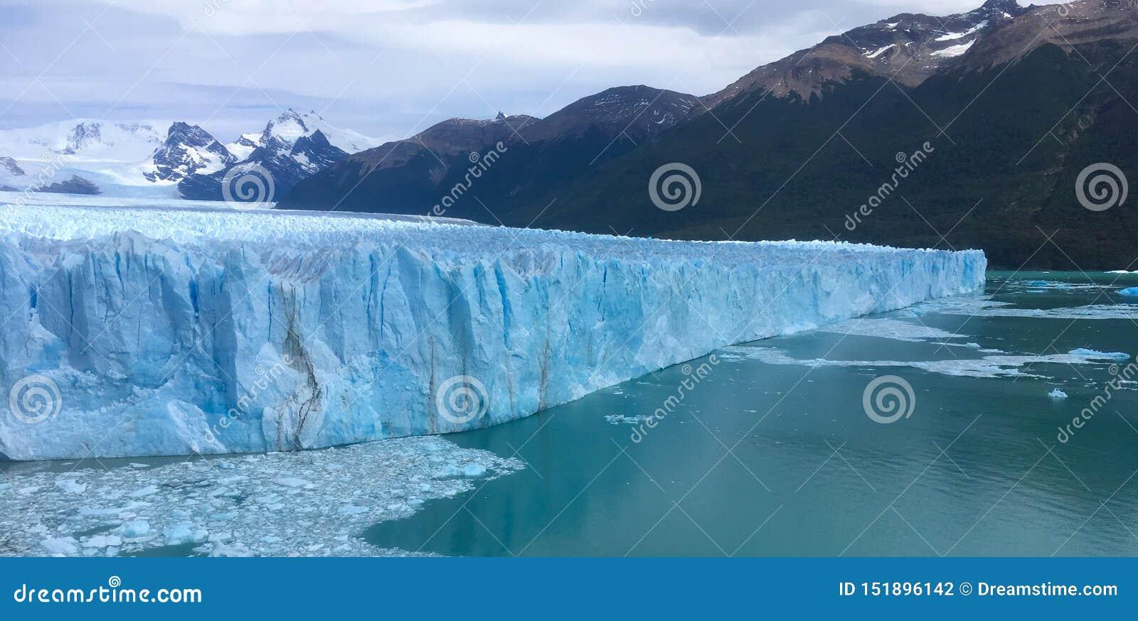 Glacier de Perito Moreno dans le Patagonia