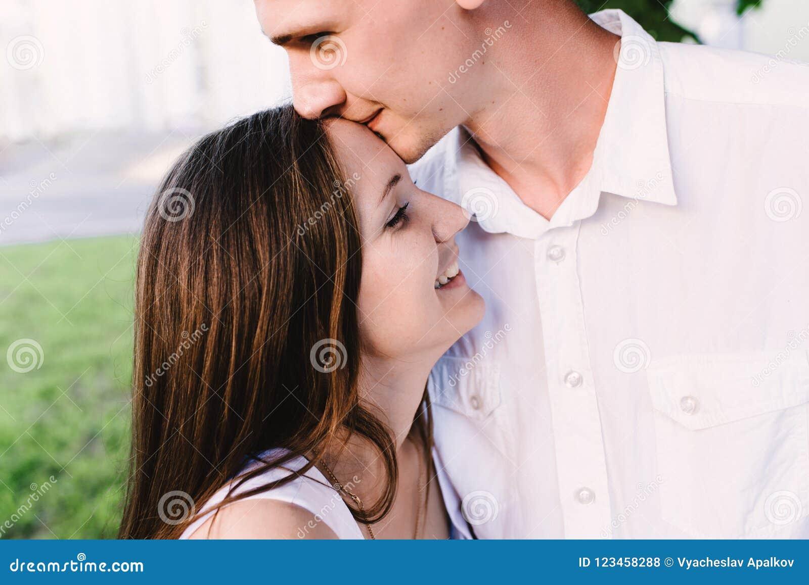 er phelous og lupa stadig dating