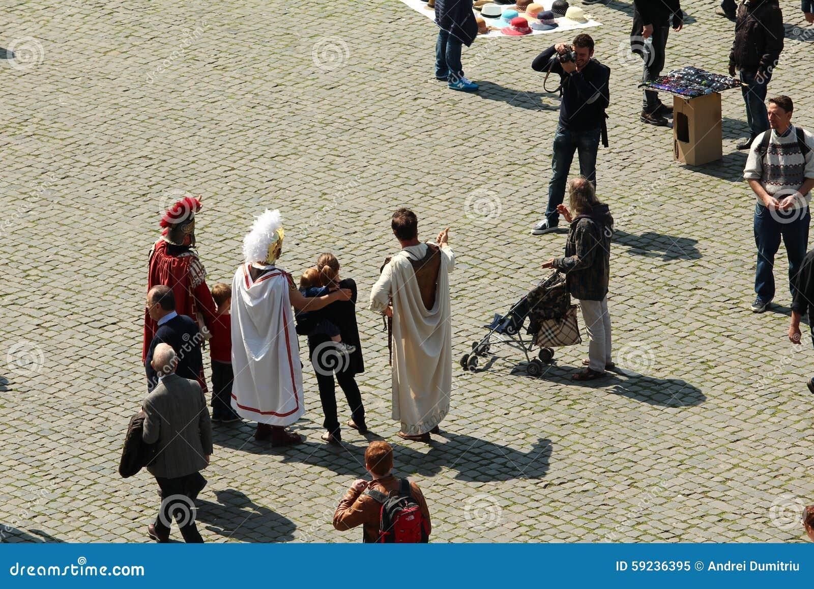 Download Gladiadores modernos imagen editorial. Imagen de atracción - 59236395