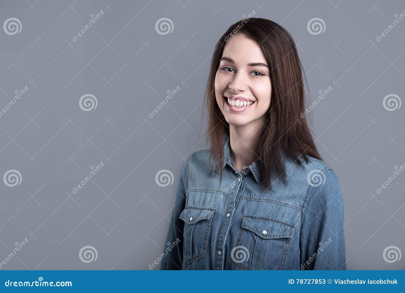 Gladlynt le kvinna