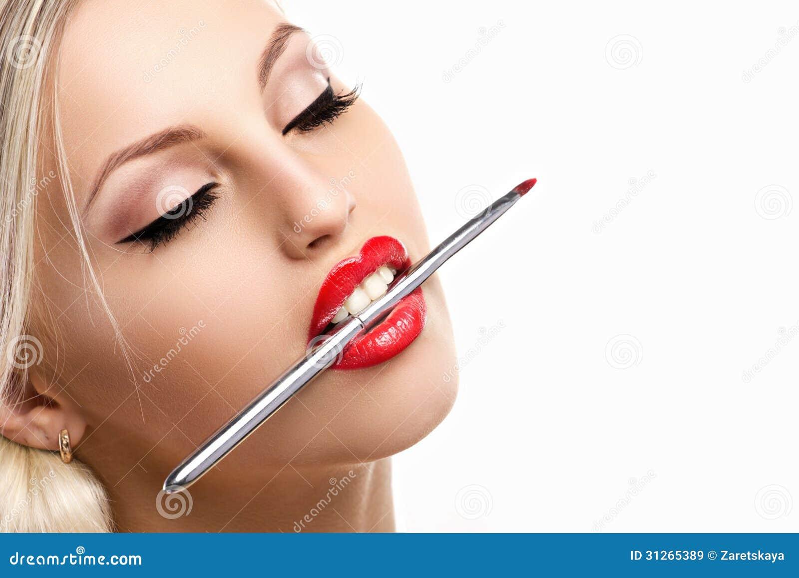 Glamourkvinna med oblyg makeup