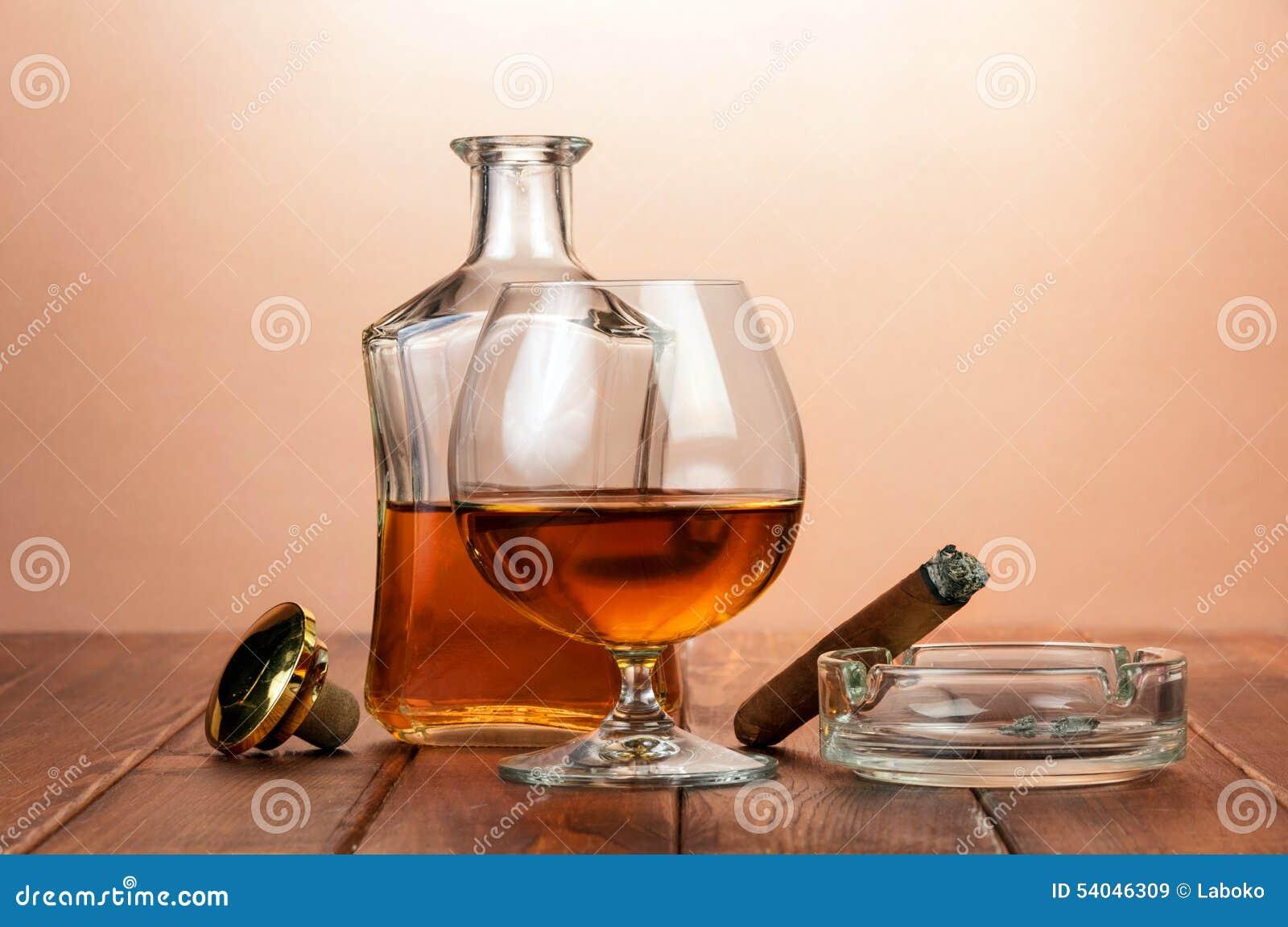 Glas cognac met sigaar