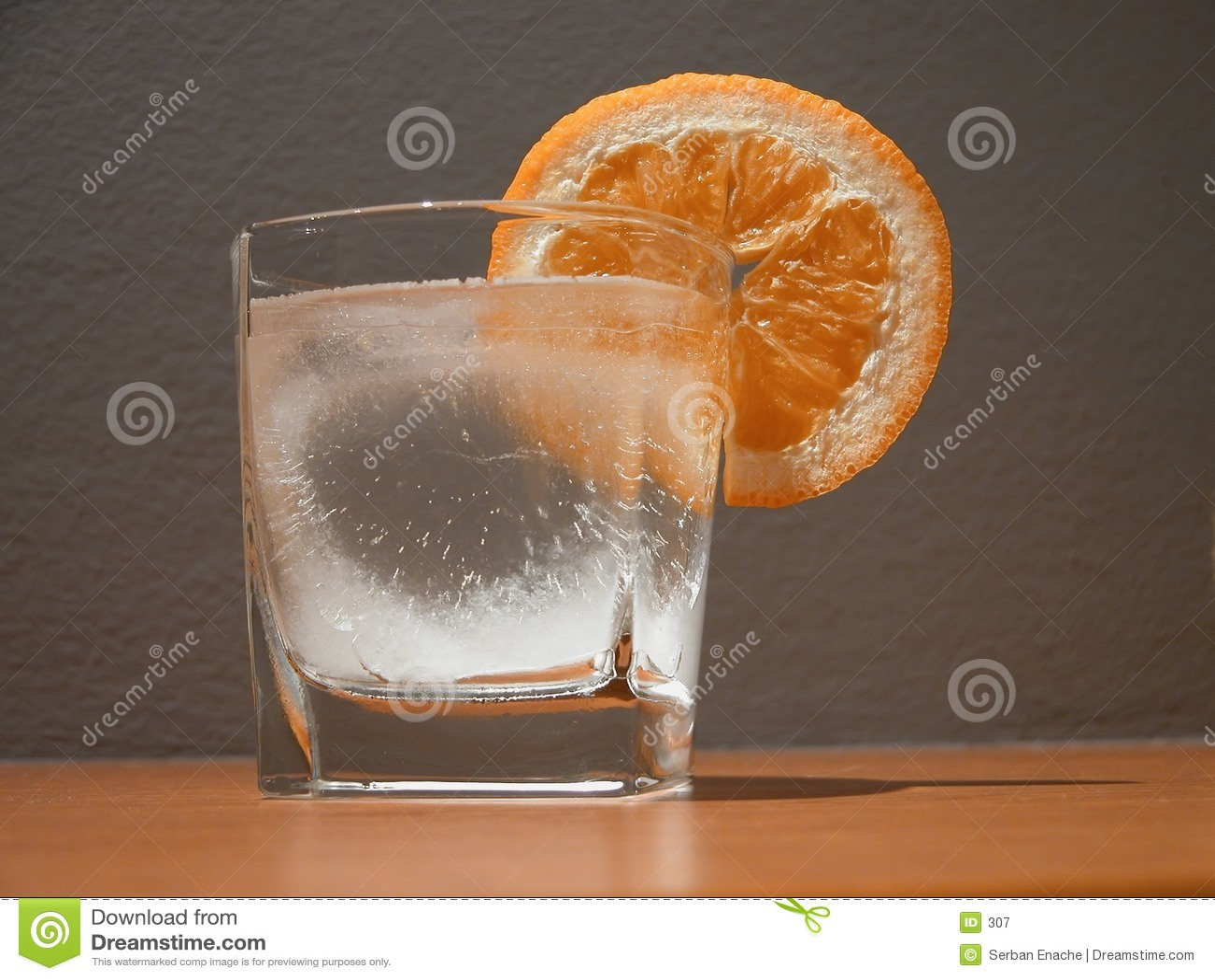 Glas en oranje plak