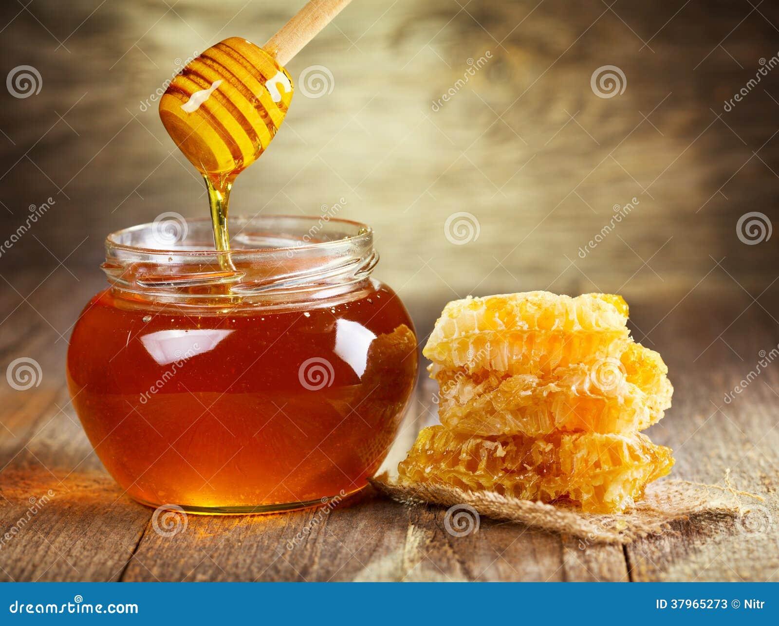 Glas Honig mit Bienenwabe