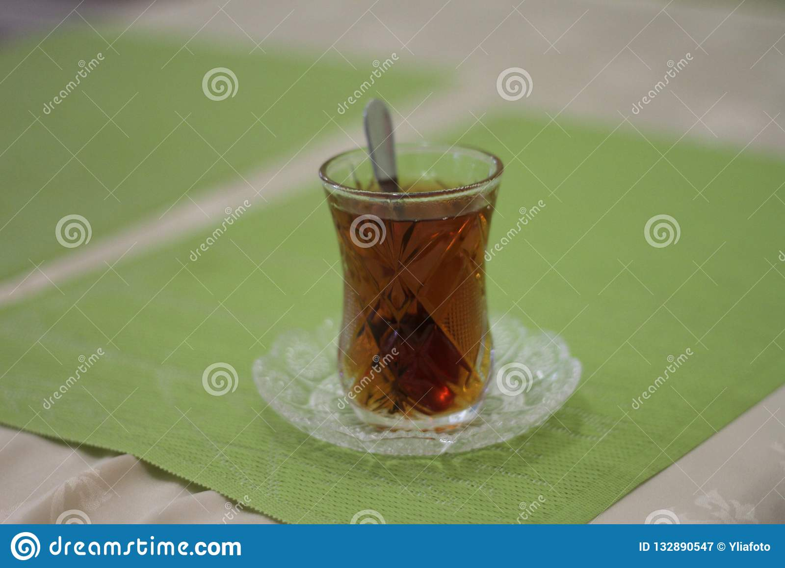 Glas met thee en a