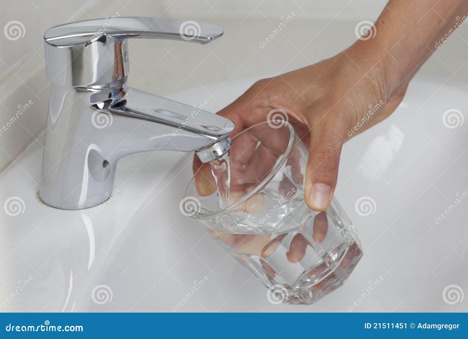 Glas remplissants avec de l eau