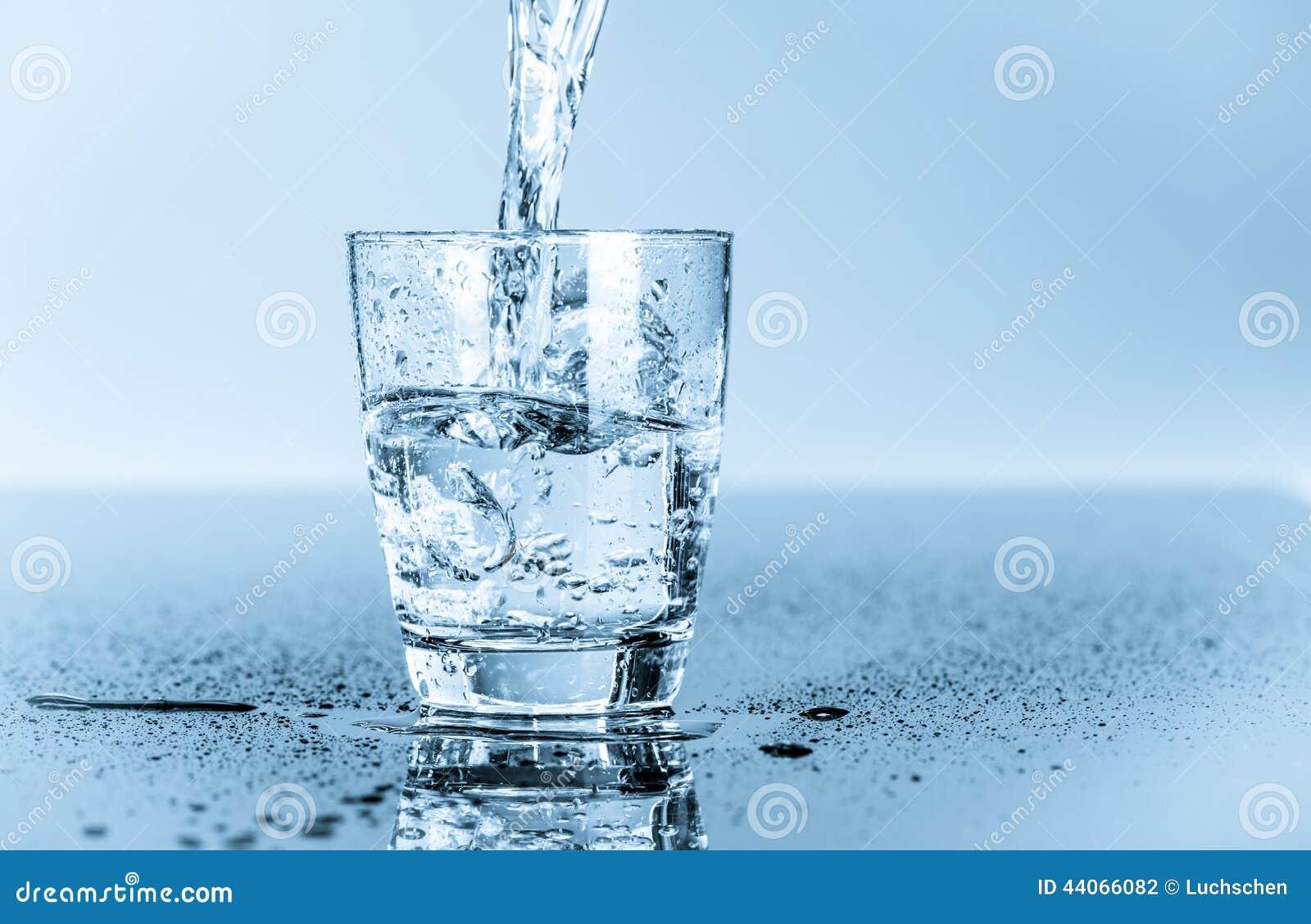 Glas schoon drinkwater