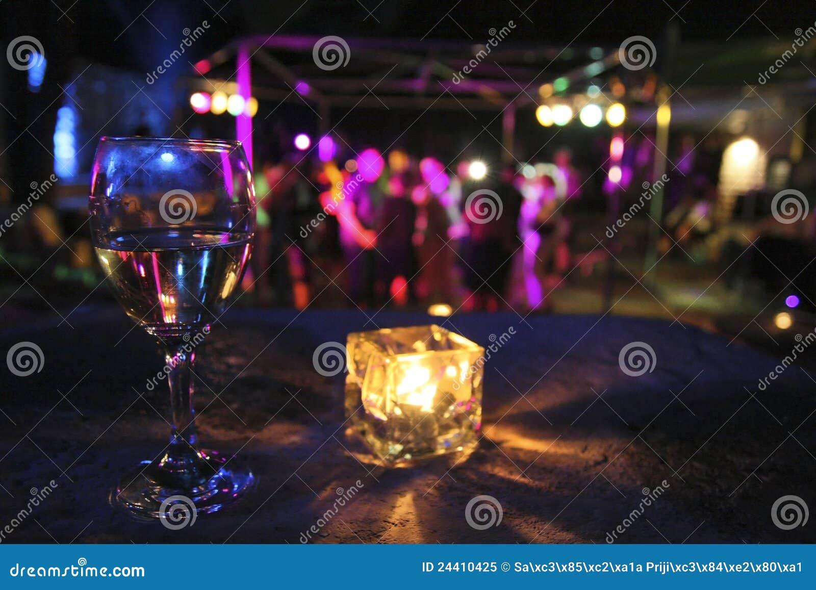Glas van drank in partij