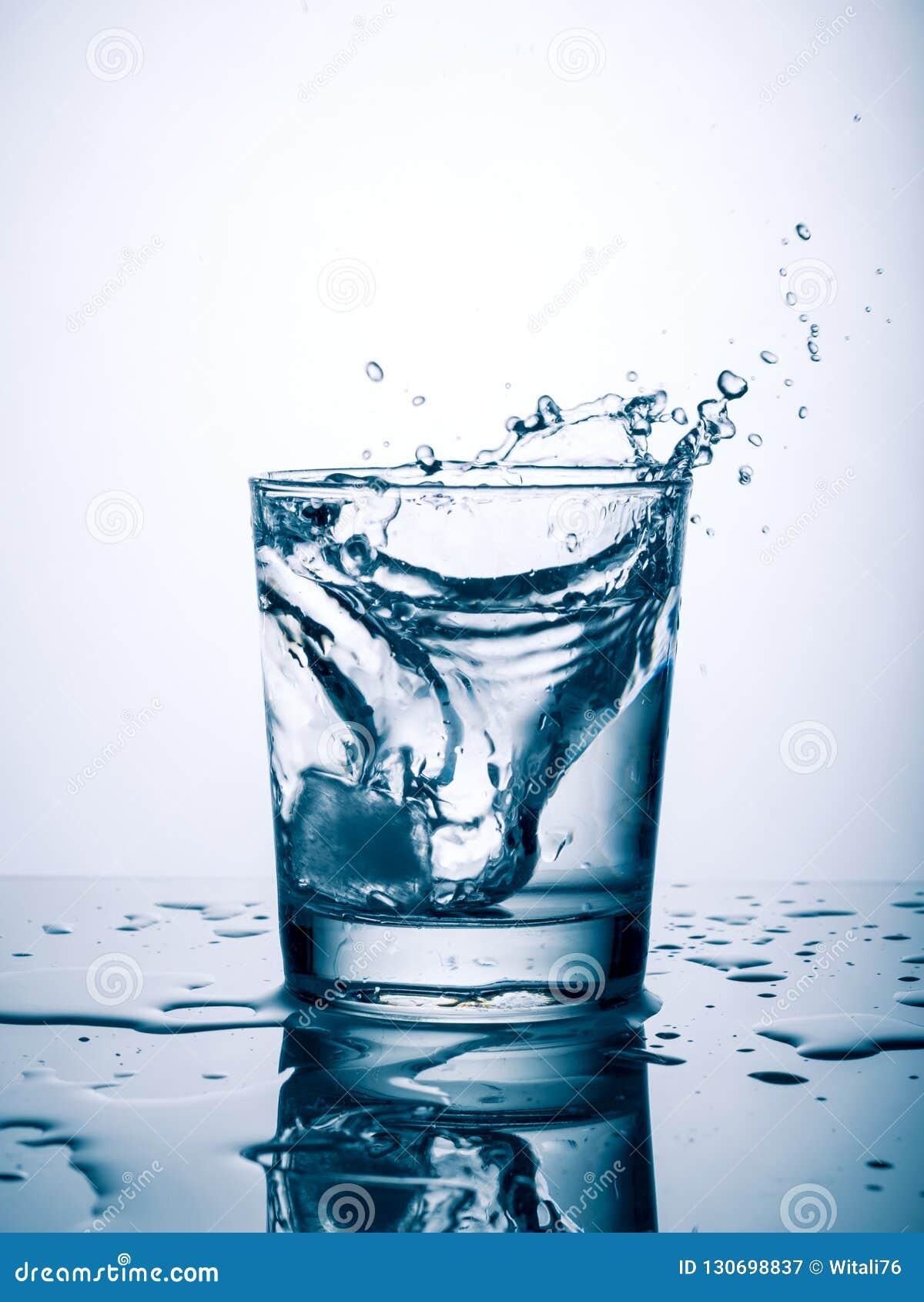 Glas van waterplons