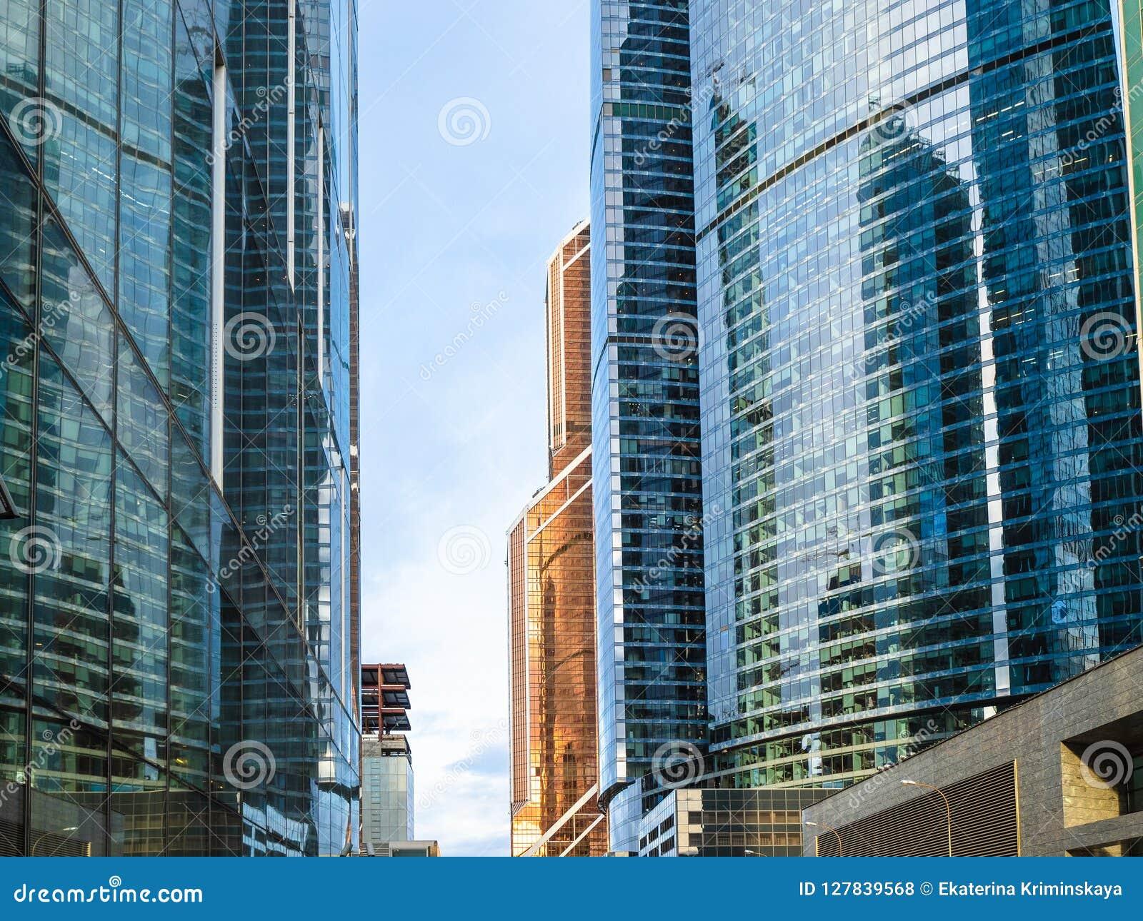 Glasfassaden von Wolkenkratzern in Moskau-Stadt