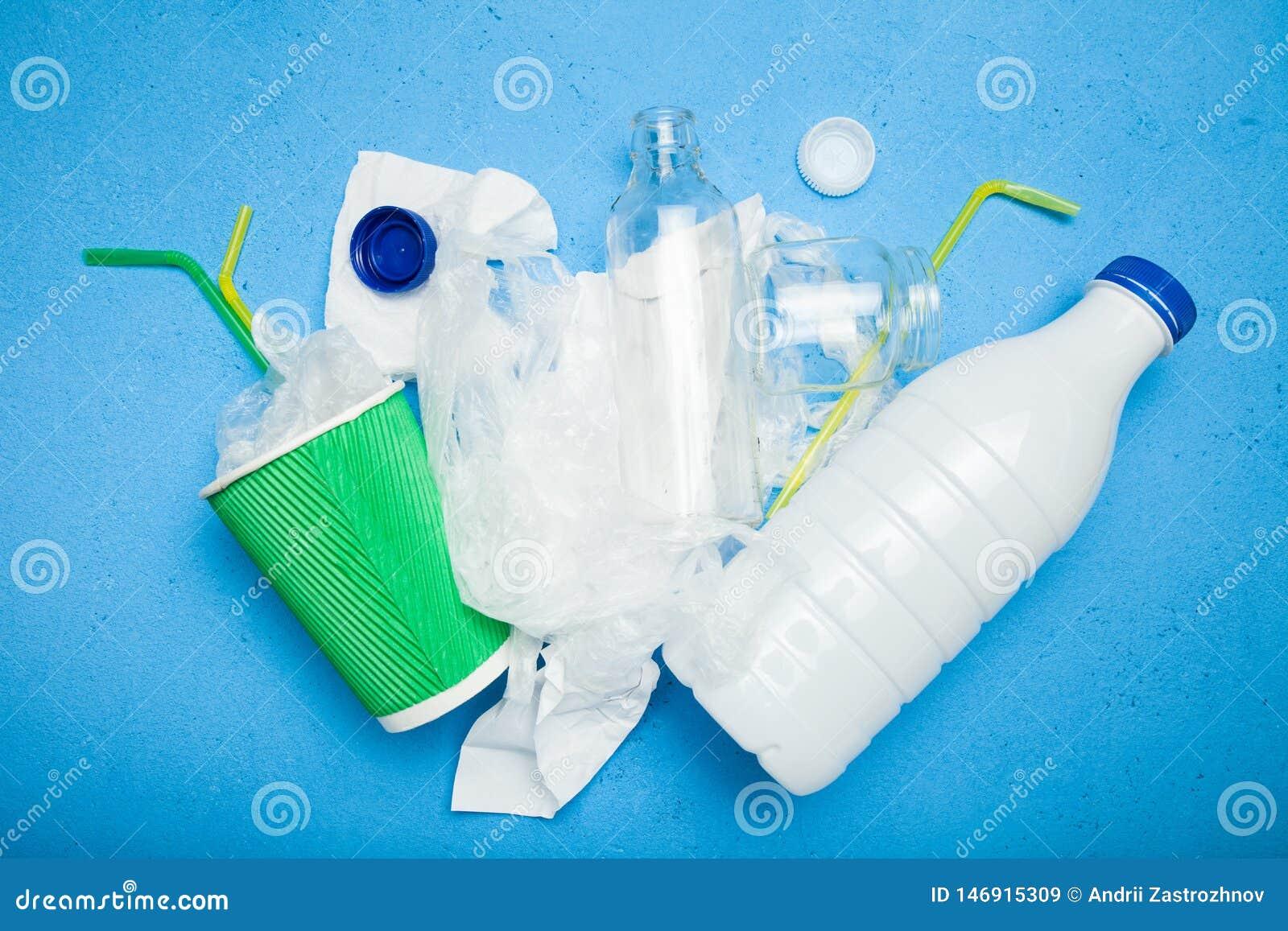 Glasflaska plast- förpacka för mat, papperskopp Återanvändning begrepp