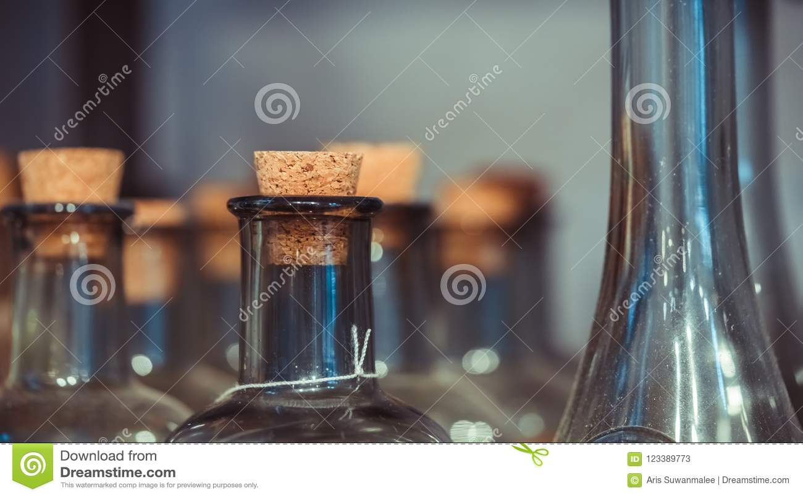 Glasfles met houten Deksel