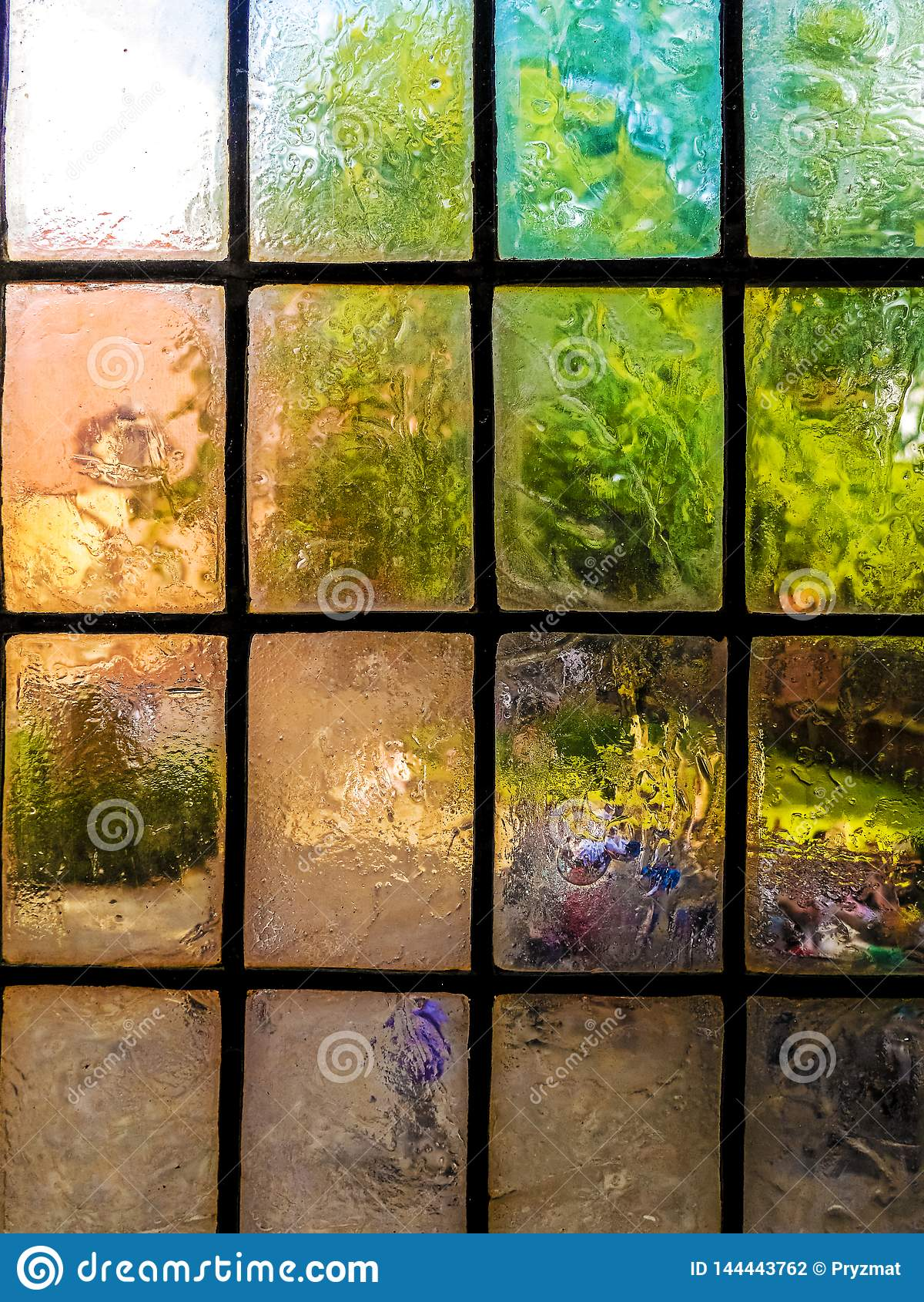 Glasierende Fensterscheiben der bunten Weinlese