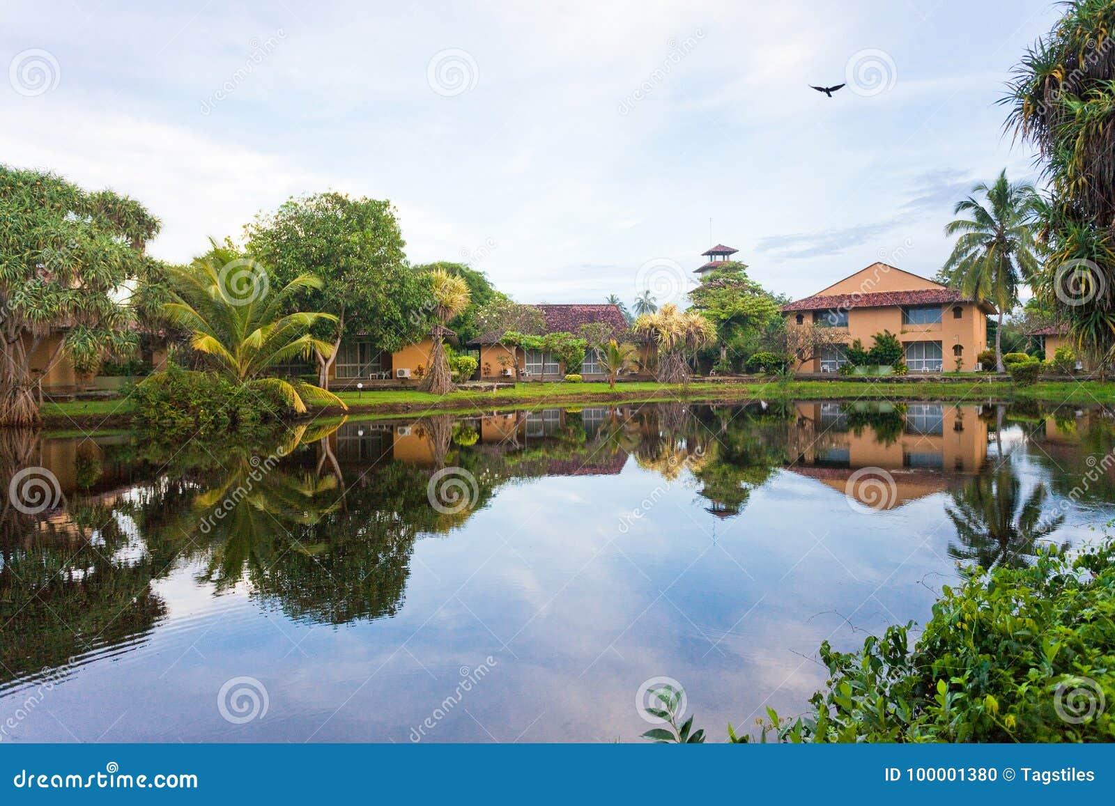 Download Glasiger See Marawila, Sri Lanka Stockfoto - Bild von küstenlinie, beruhigen: 100001380