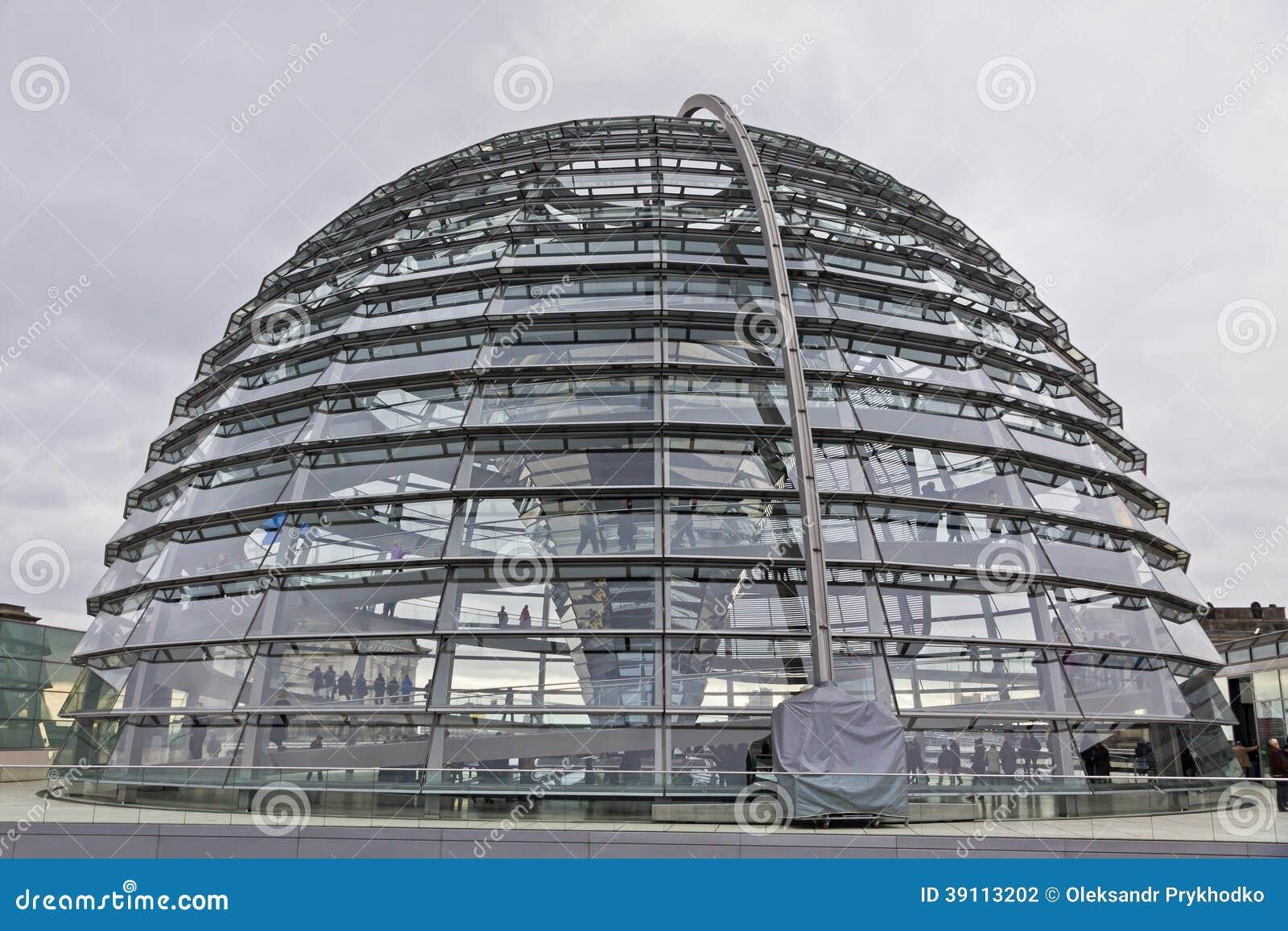 Glaskoepel op de bovenkant van Reichstag-de bouw