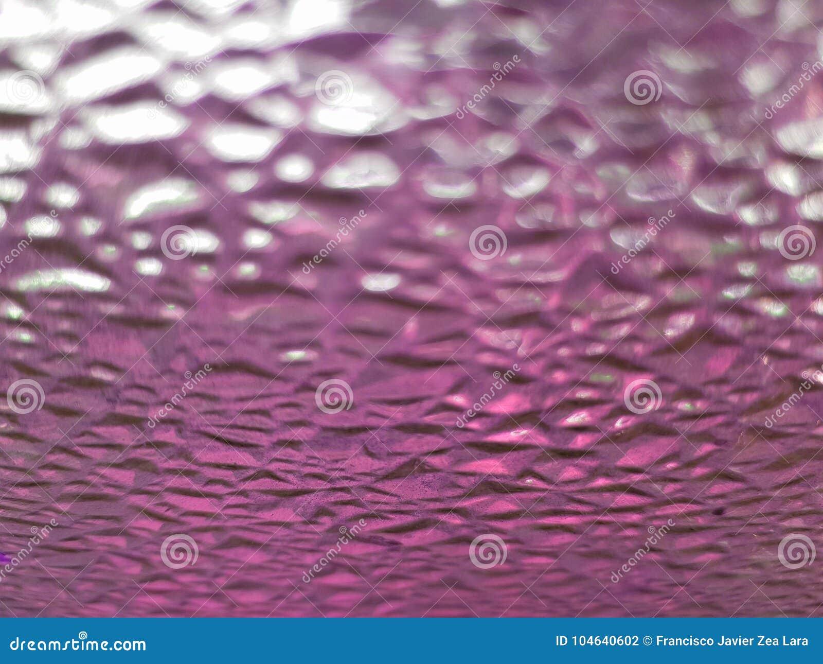 Download Glaskorrels Met Roze, Vuile, Geweven Achtergrond Stock Foto - Afbeelding bestaande uit glas, achtergrond: 104640602