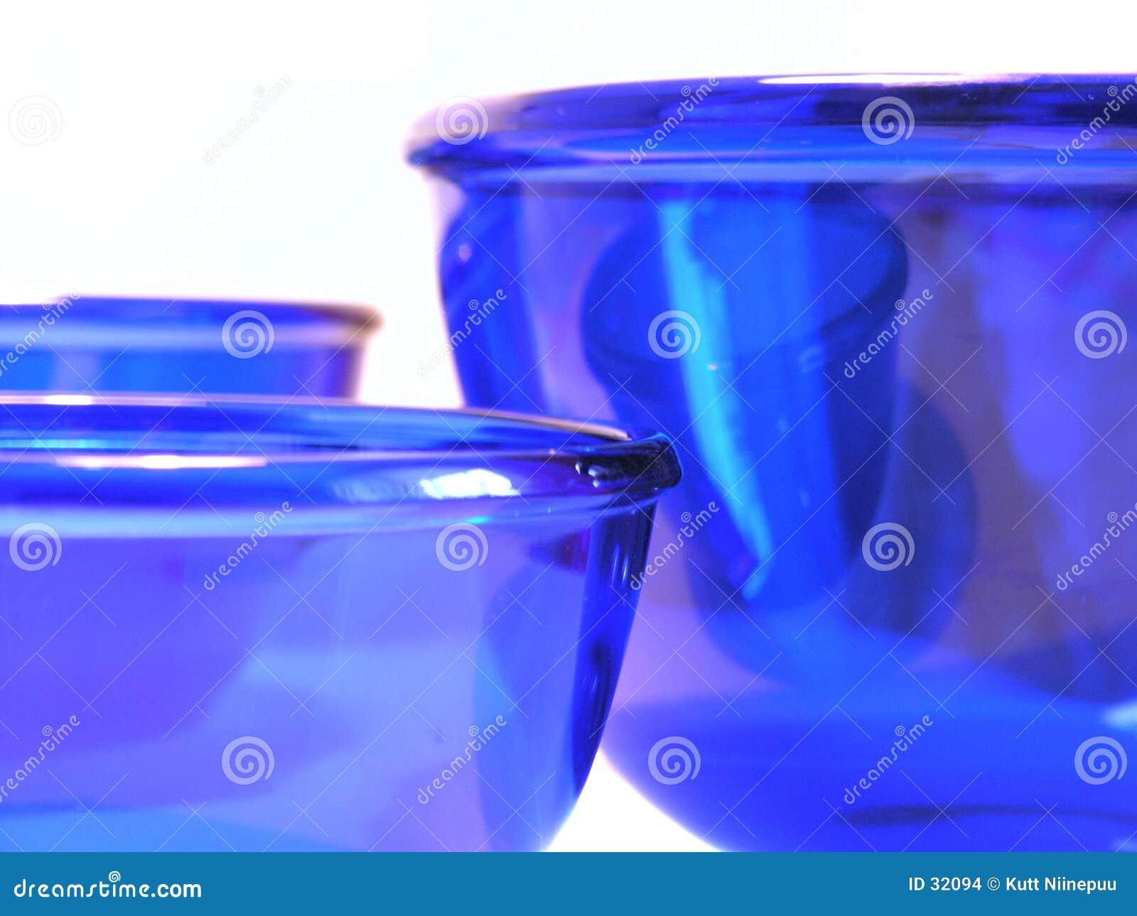 Glass blåa bunkar