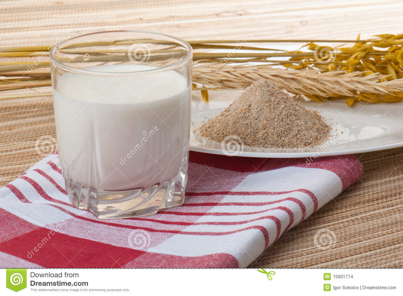 Glass of milk and wheat ears