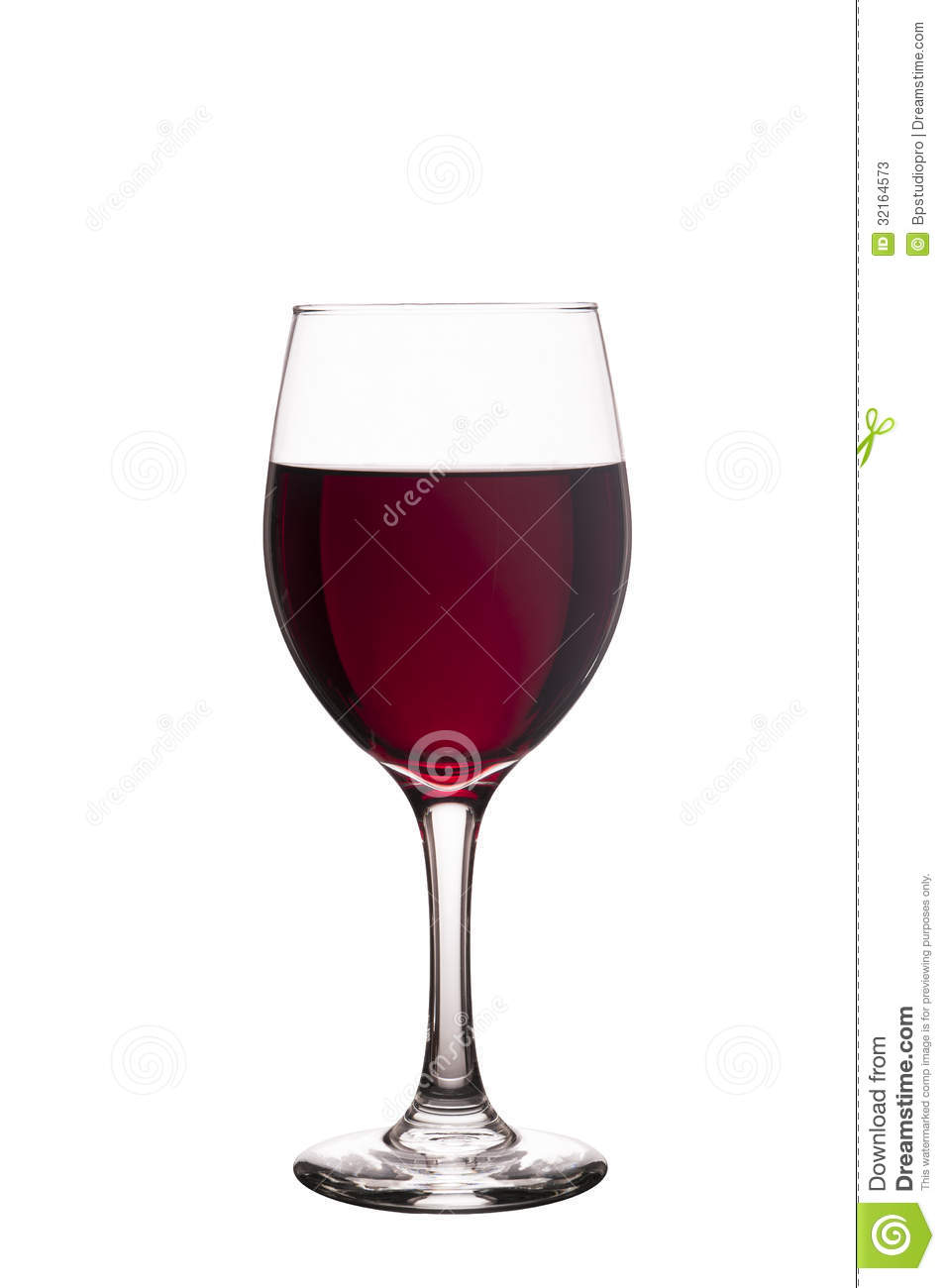 Glass of red wine isolated on a pure white background for Cocktail 0 base de vin blanc