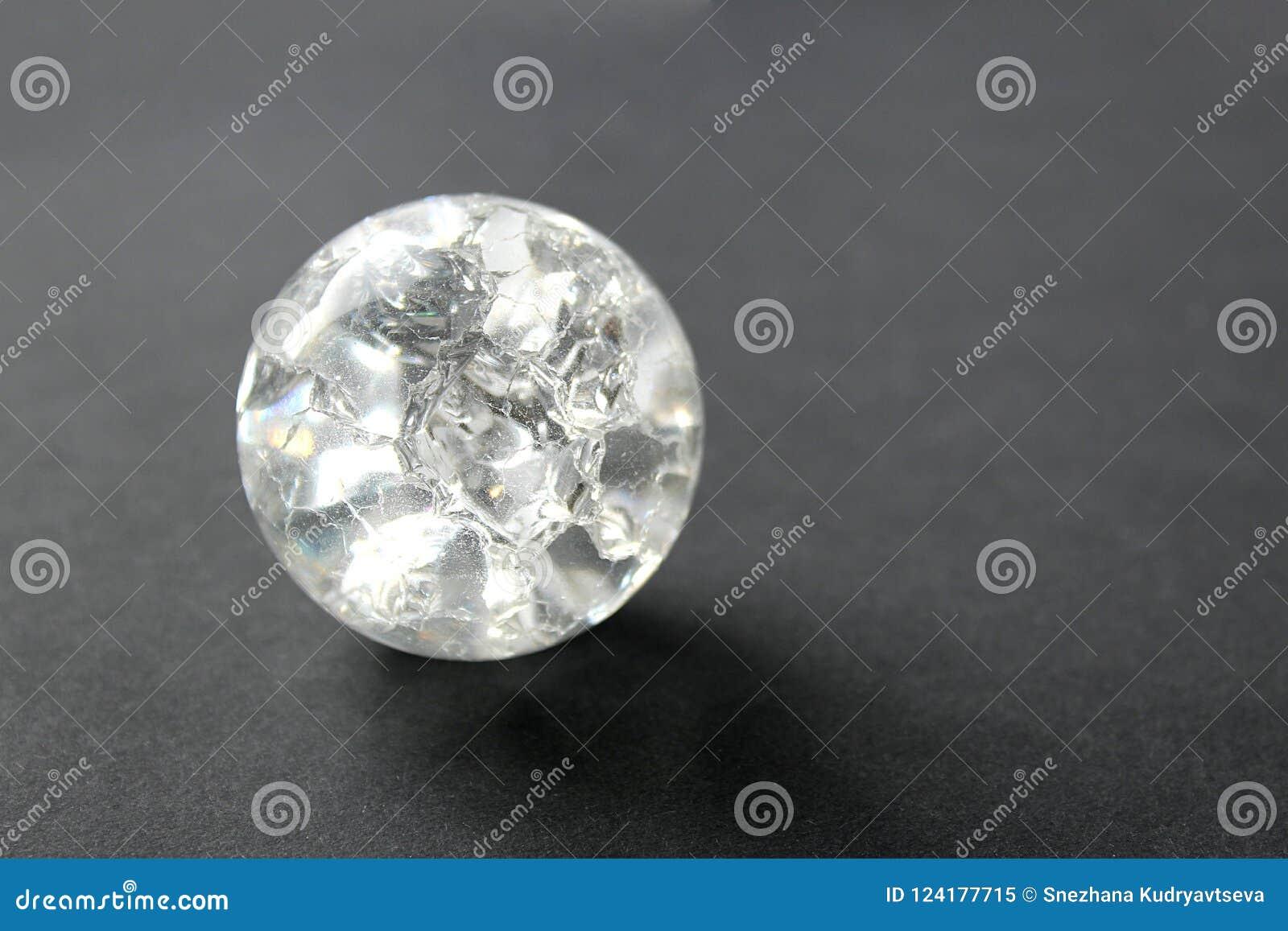 Glass sfär med en inre ojämn modell