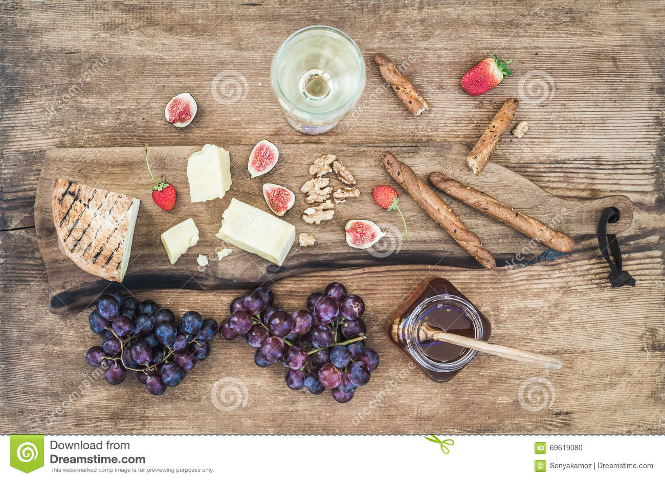 how to serve figs on a cheese board