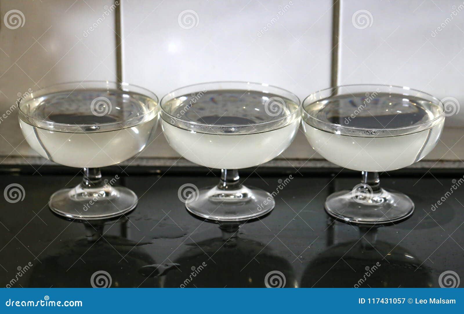 Glazen met gelei