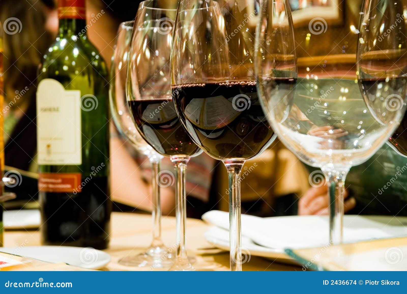 Glazen wijn in restaruant