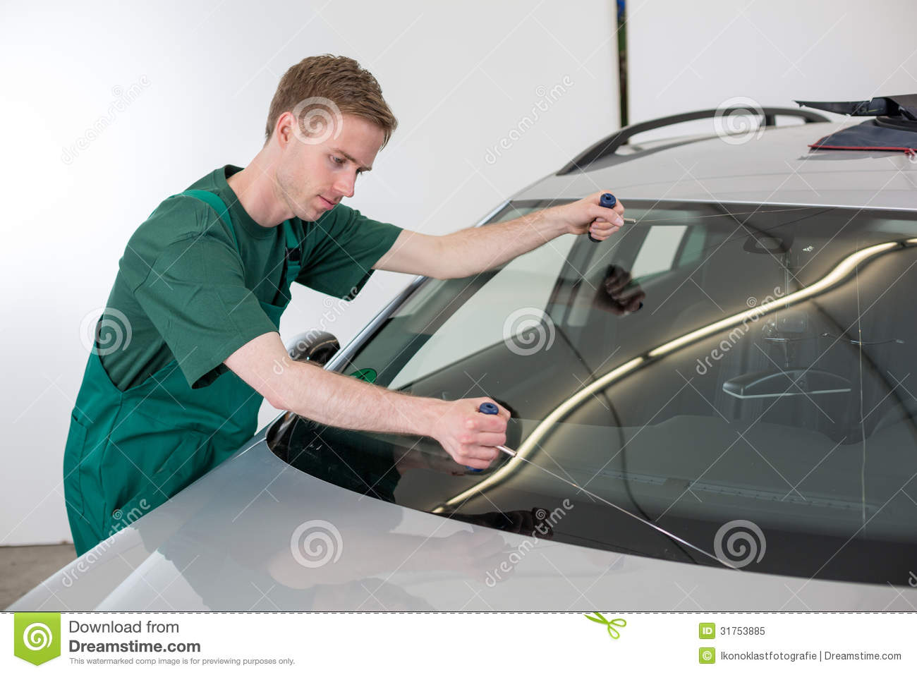 Glazier Removing Windshield Stock Image - Image of glazier ...