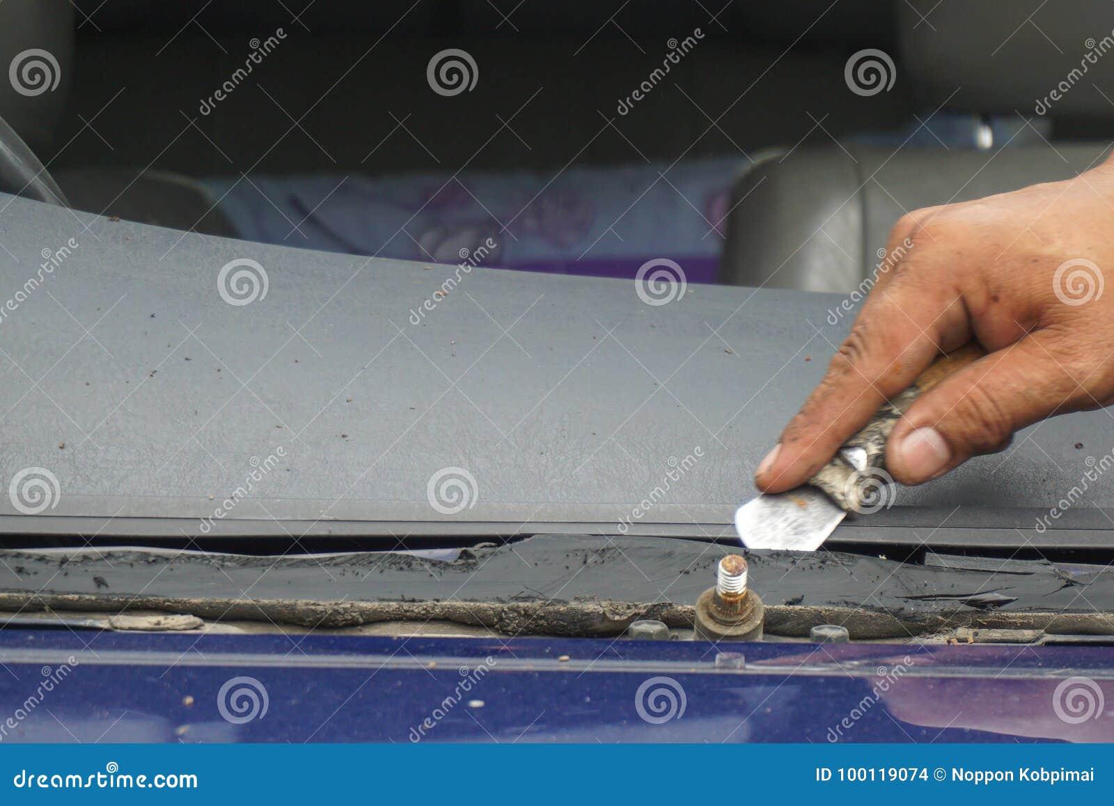 Glazier Repairing Fix Crack Broken Windshield, Windscreen