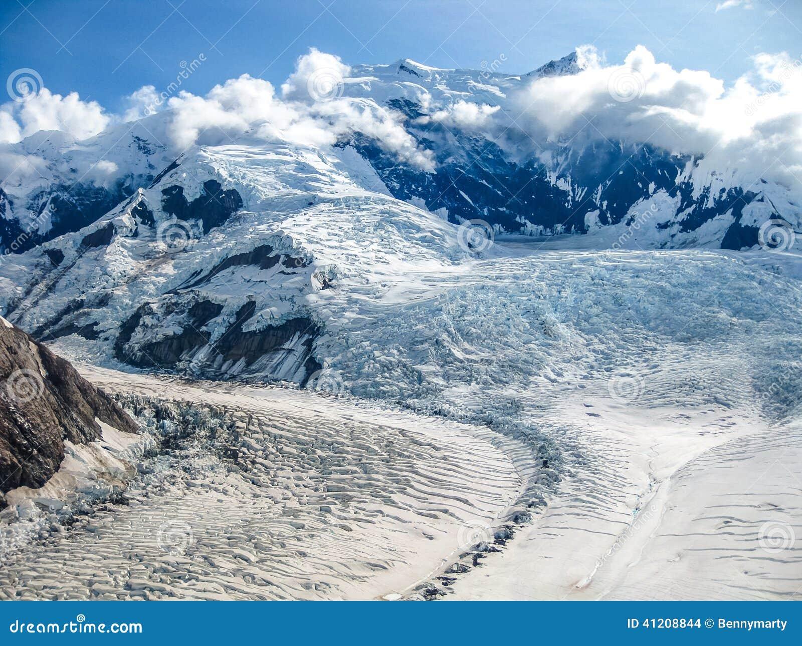 Gletscher In Die Berge Von Wrangell St Elias National Park Alaska Stockfoto Bild Von Spitzen Winter 41208844