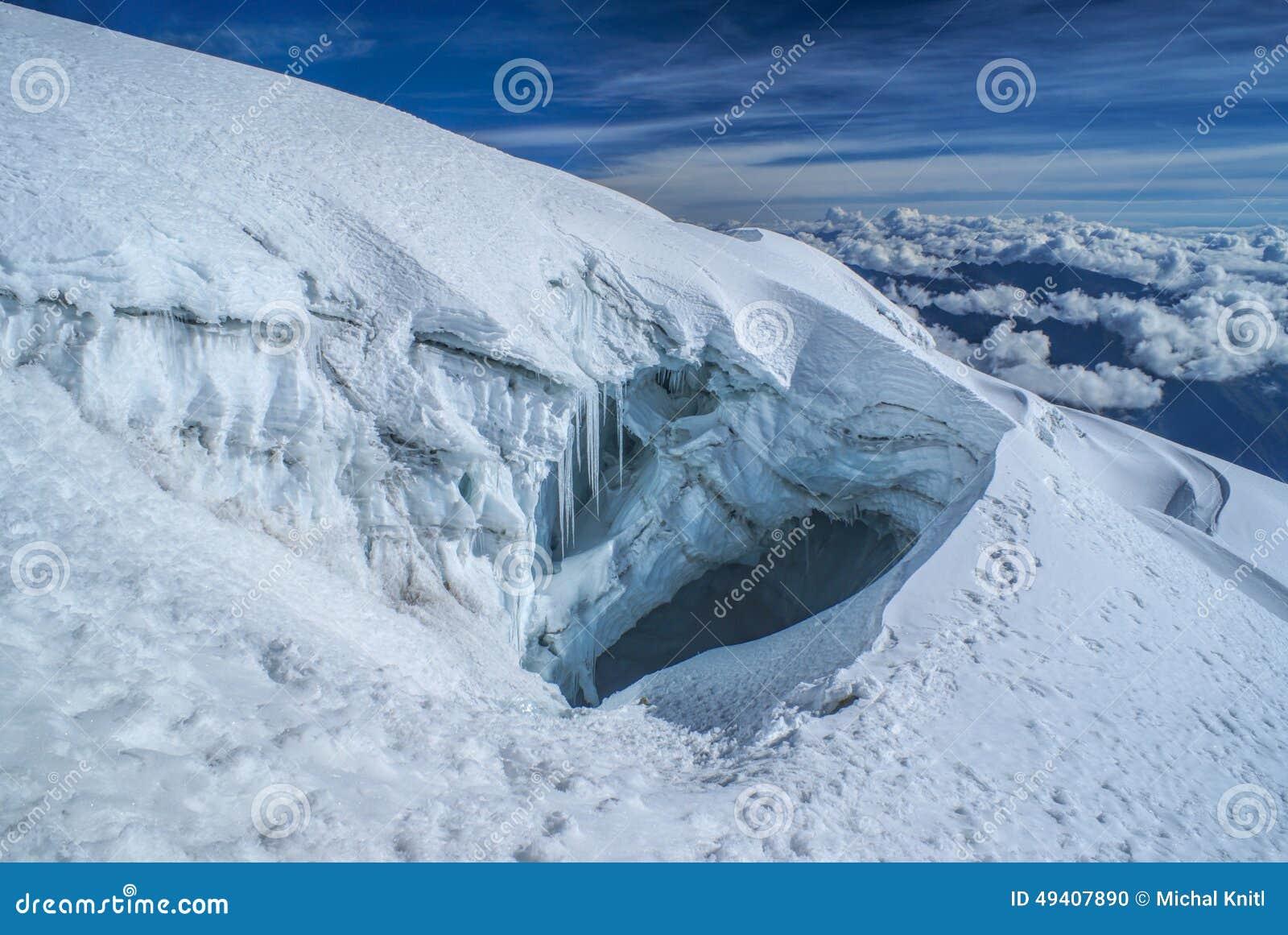 Download Gletscherspalte Auf Huayna Potosi Stockfoto - Bild von berg, landschaft: 49407890